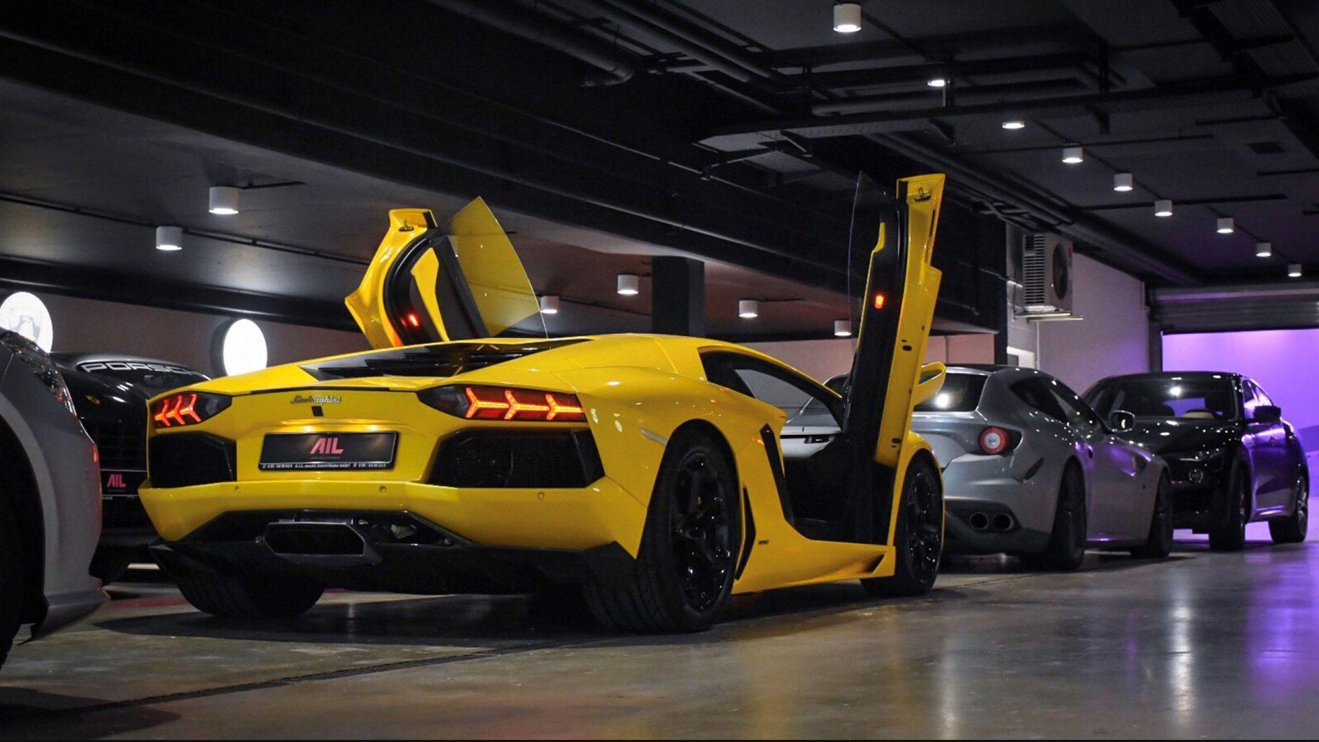 AIL gelber Lamborghini