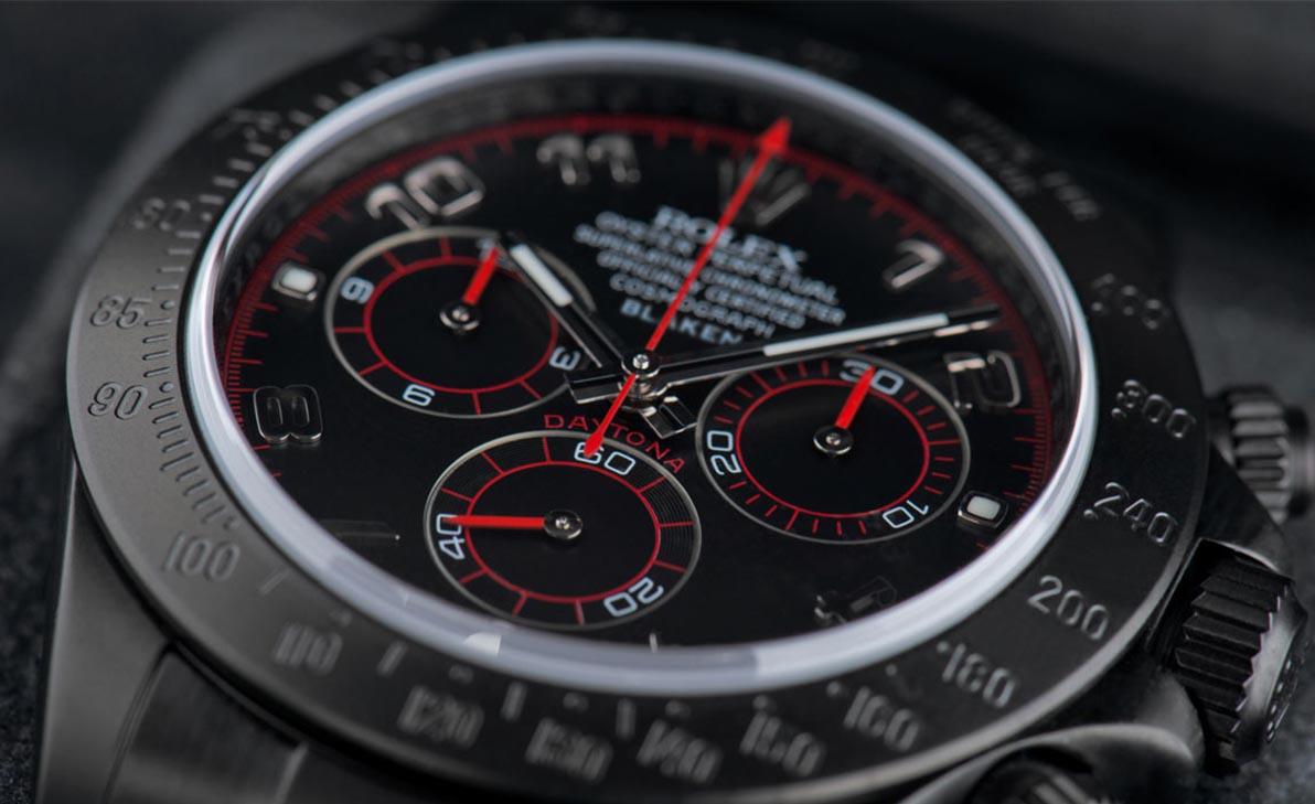 Blaken Armbanduhr mit roten Highlights