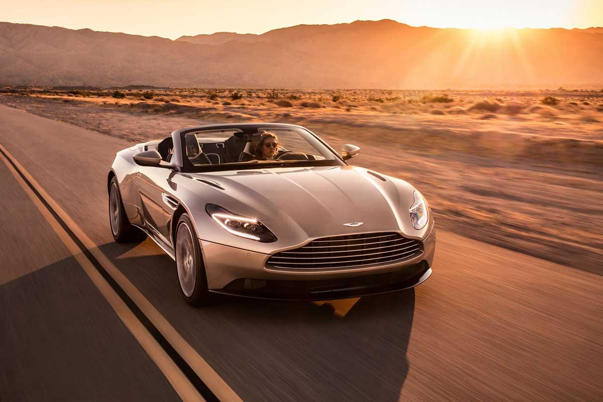 Aston Martin DB11 in der Wüste