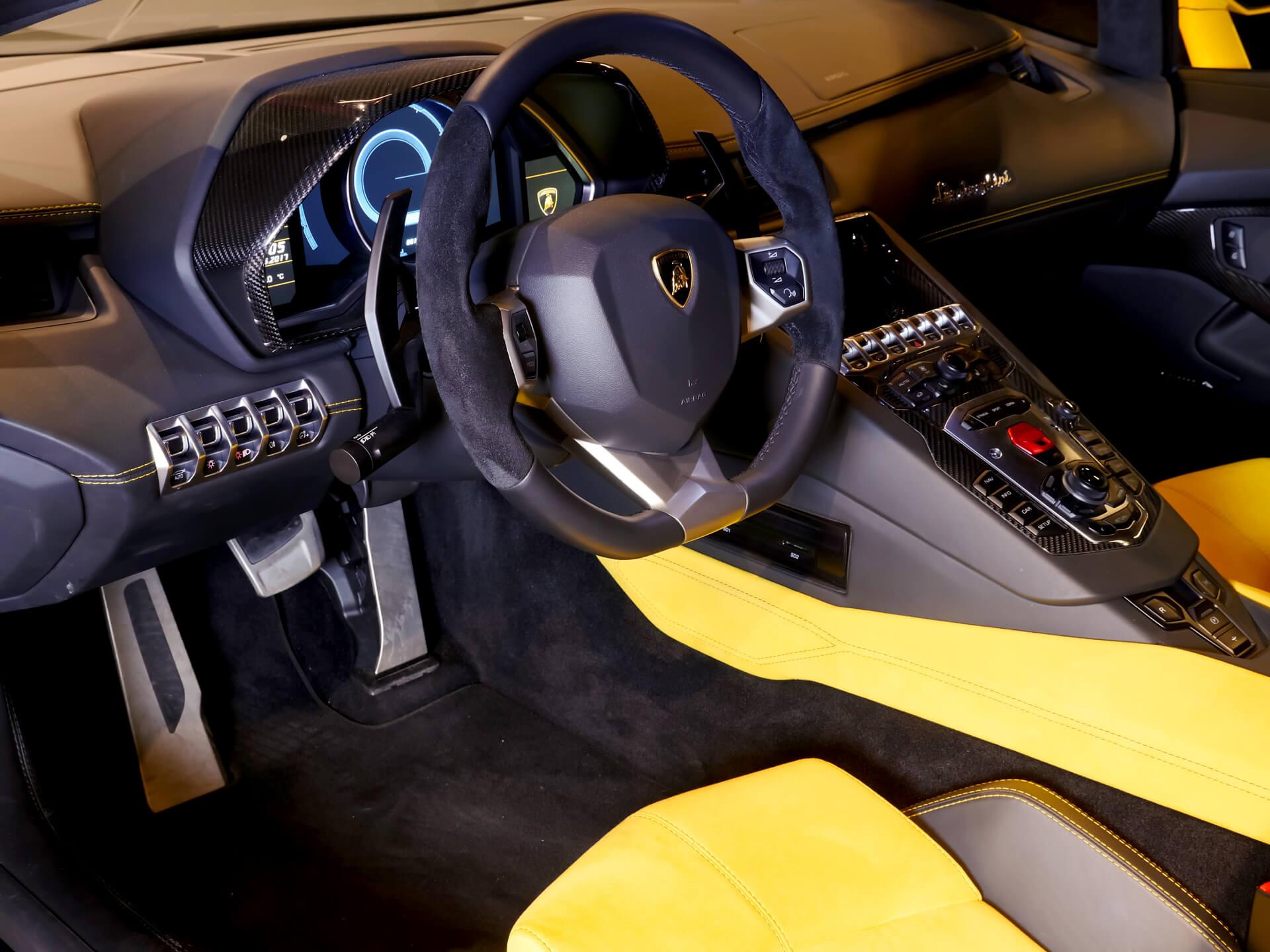 AIL Lamborghini Aventador LP 700-4 Imperione Giallo Orion Pearl 2