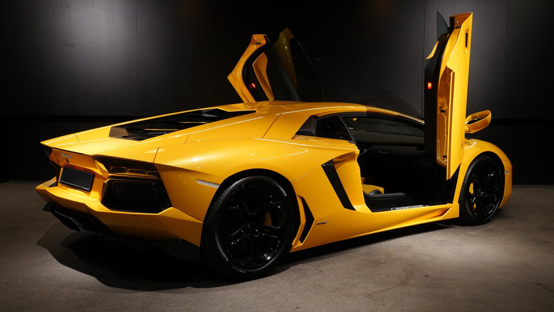 AIL Lamborghini Aventador LP 700-4 Imperione Giallo Orion Pearl 7