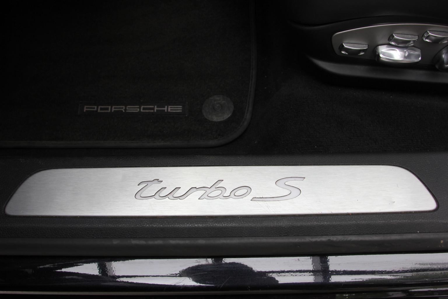 AIL Porsche Panamera Turbo S  Sport-Chrono-Paket  9