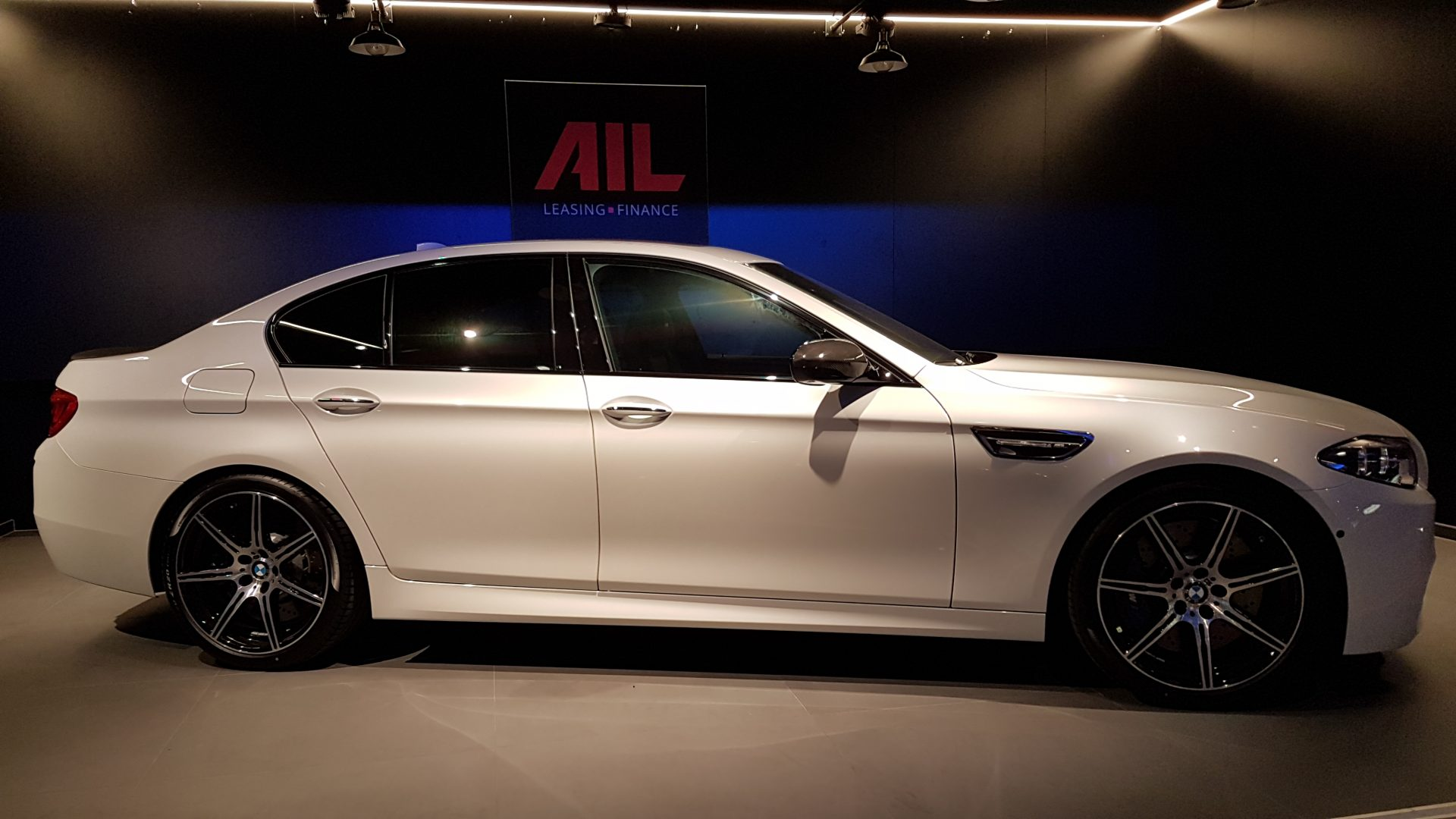 AIL BMW M5 Competition Paket Merino 10