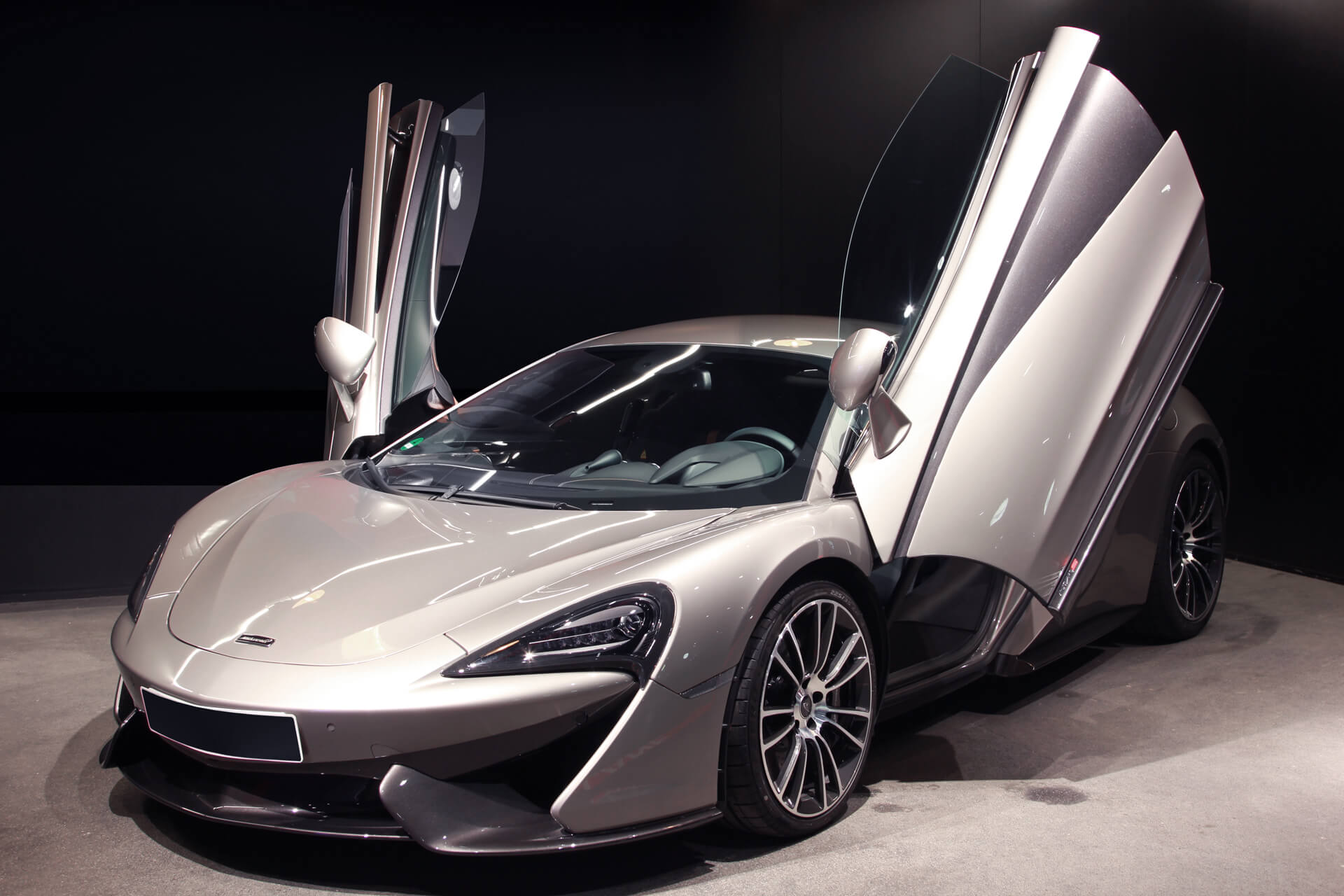 mclaren 570s blade silver ail leasing m nchen ag. Black Bedroom Furniture Sets. Home Design Ideas
