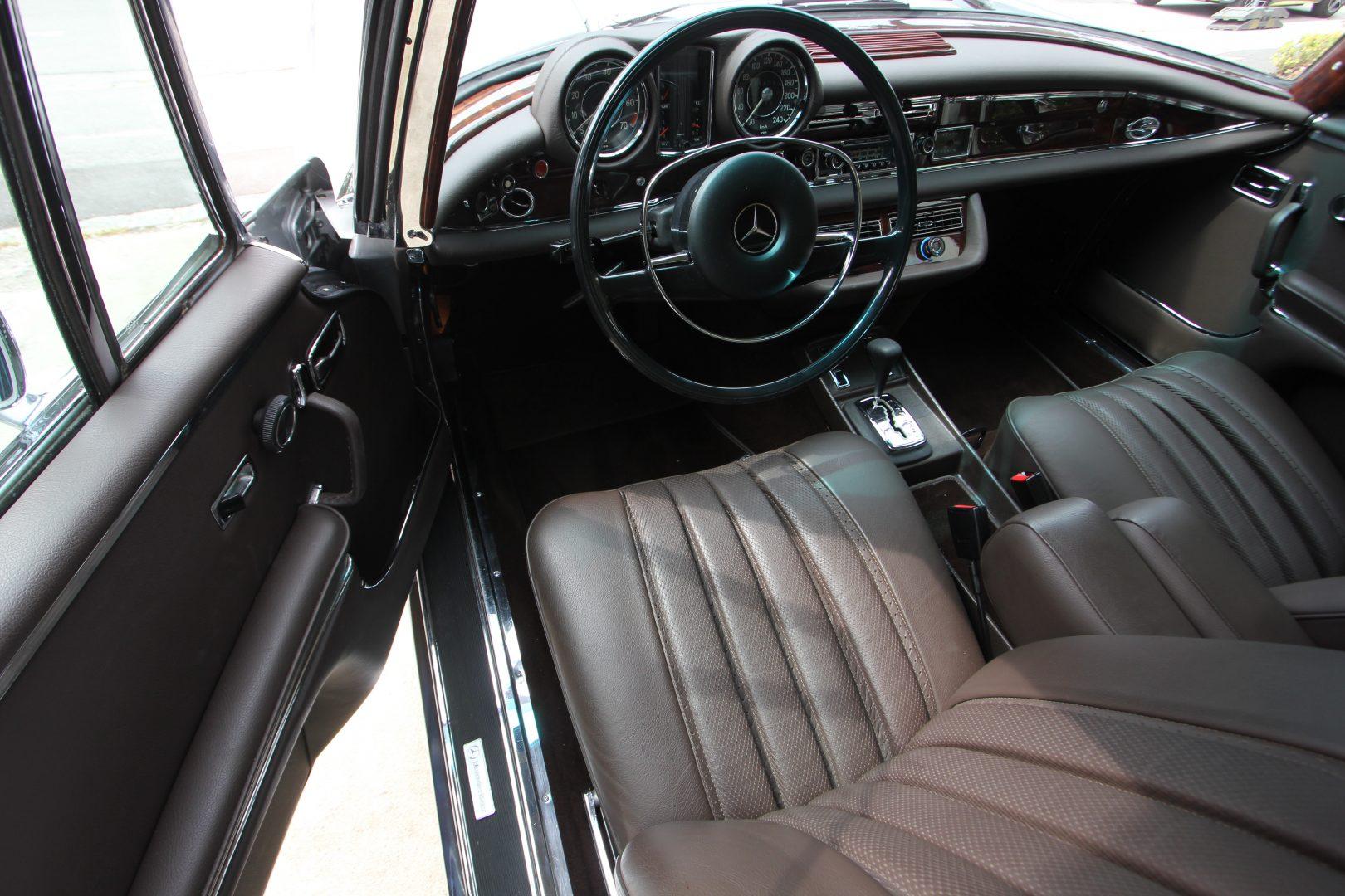 AIL Mercedes-Benz 280SE 3.5  4