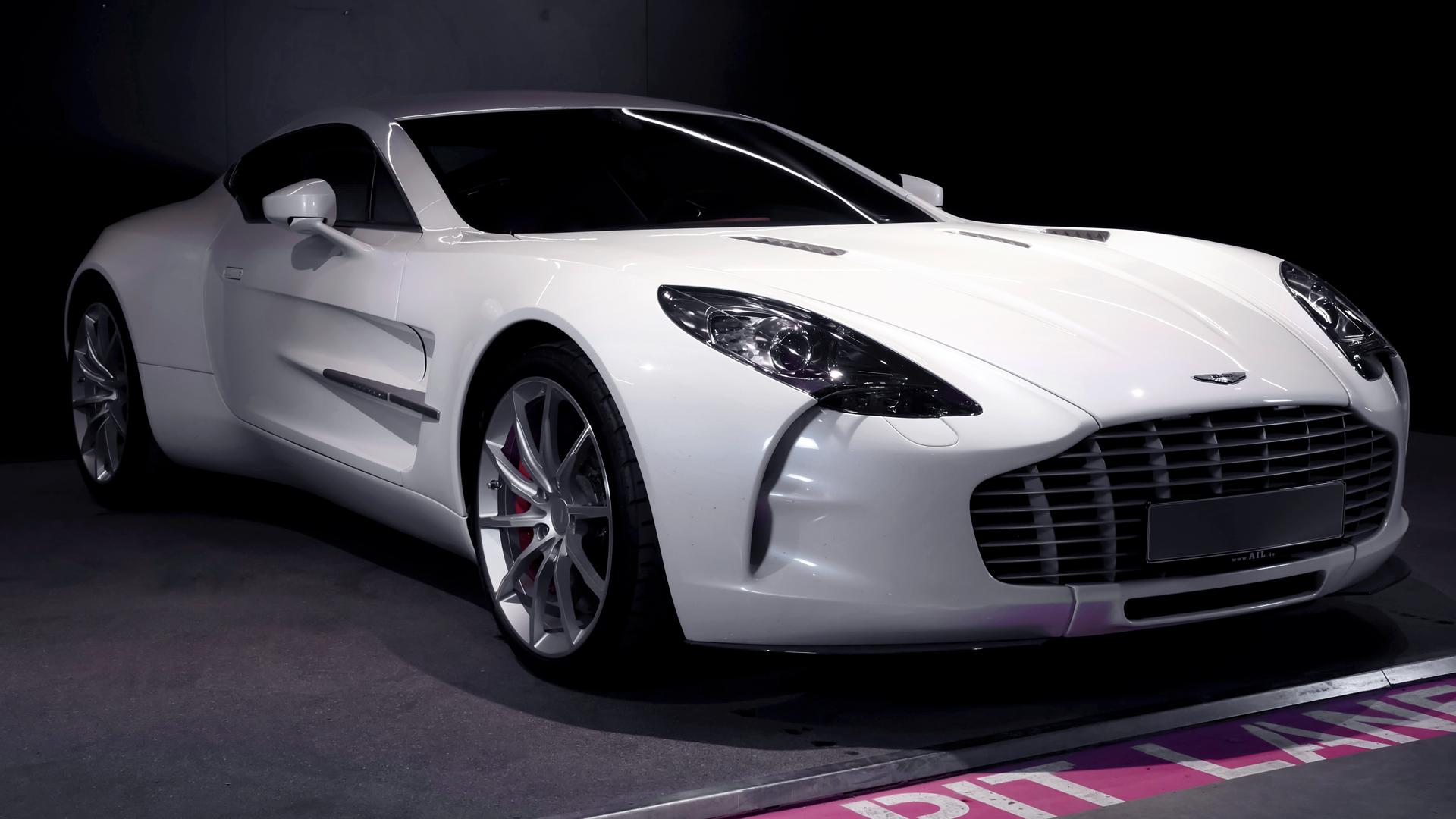 AIL Aston Martin ONE 77 15