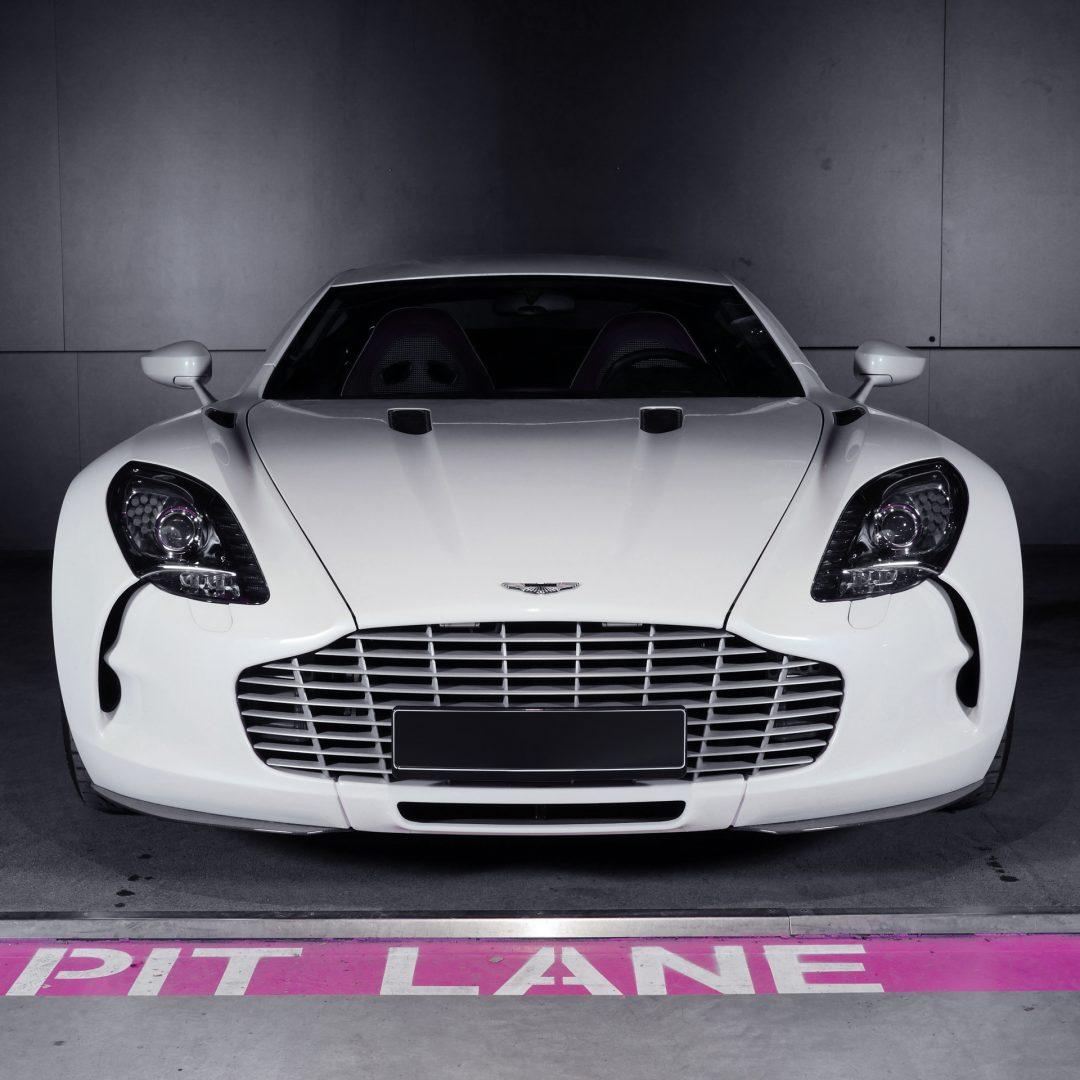 AIL Aston Martin ONE 77 11