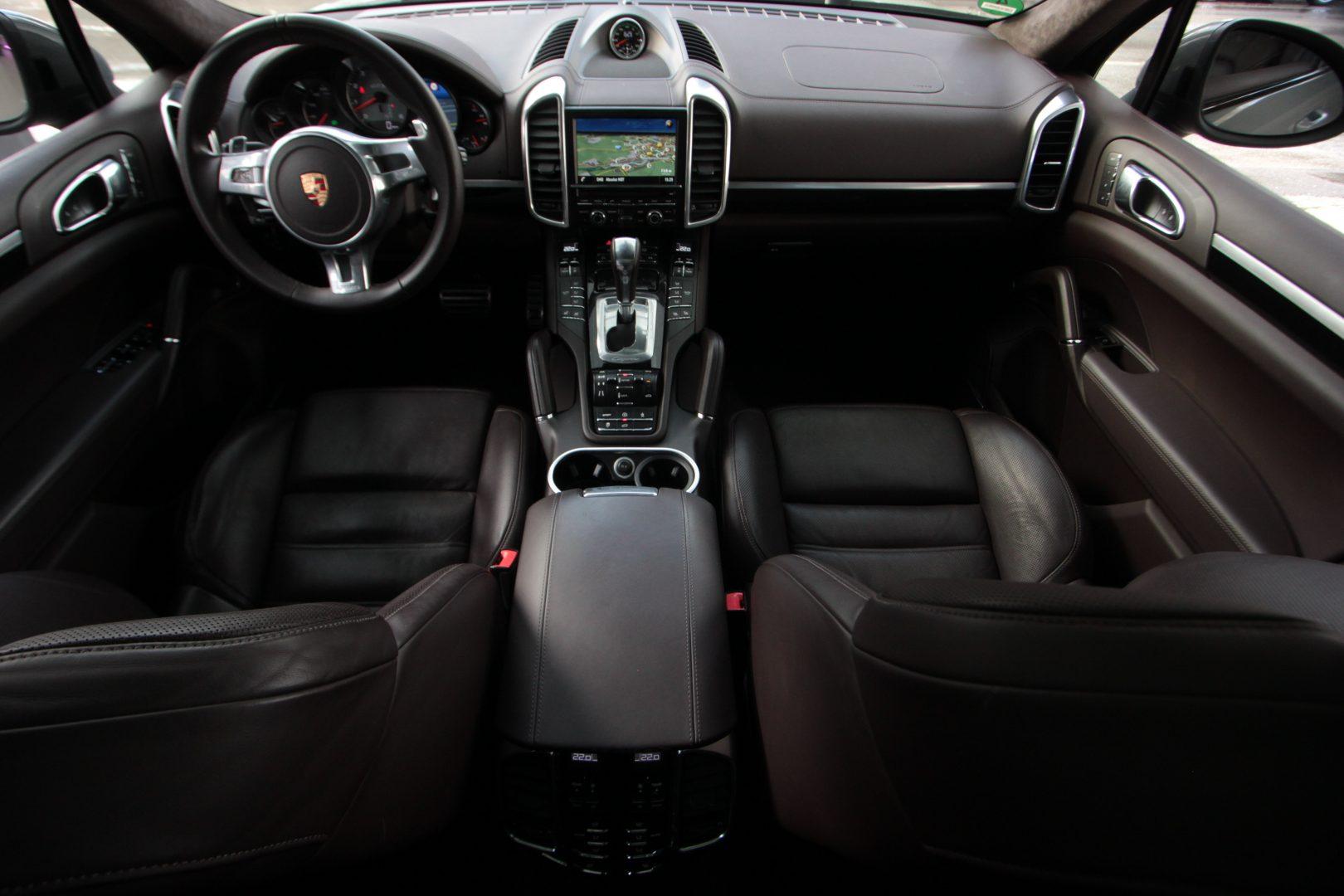 AIL Porsche Cayenne GTS Panorama Bose  12