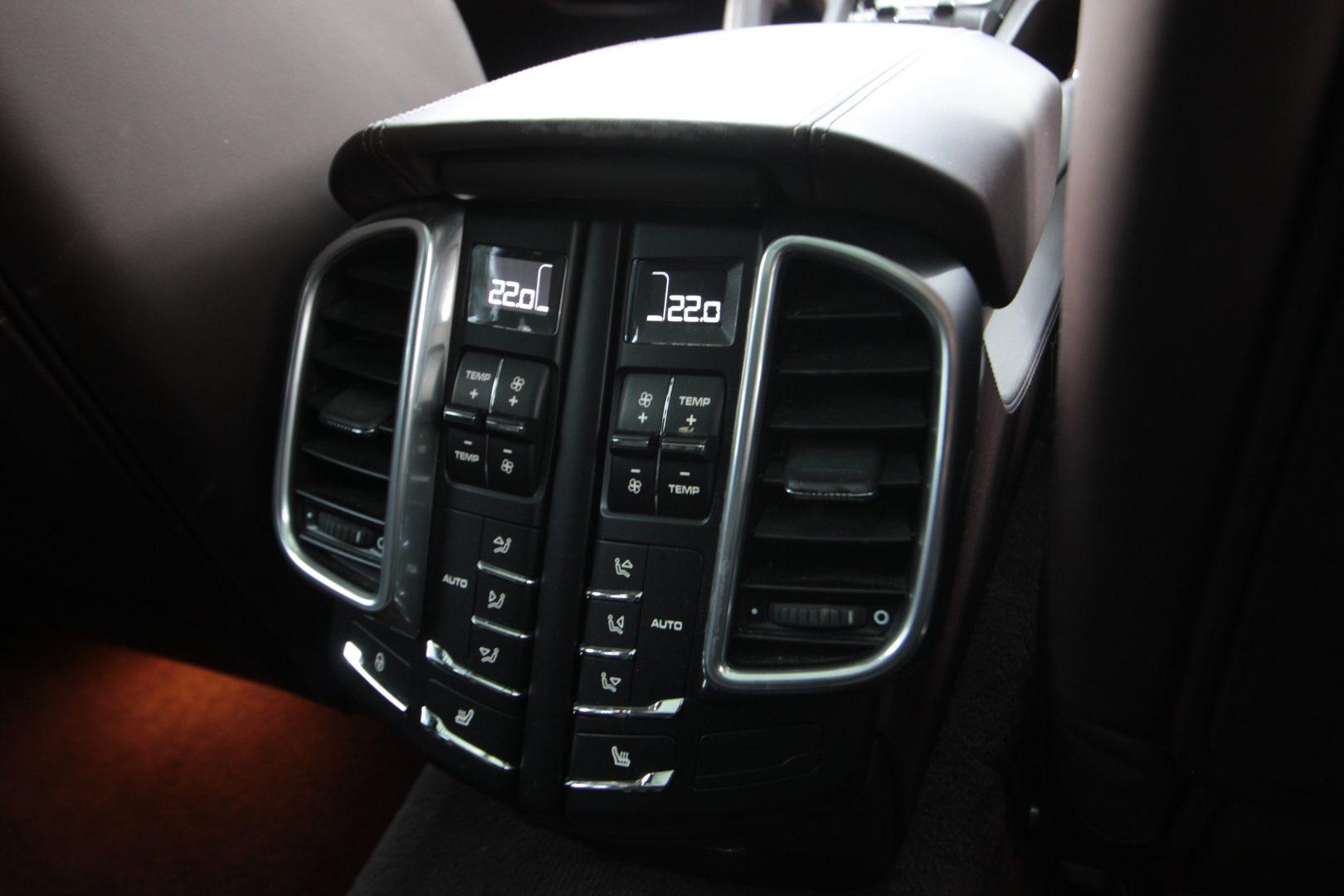 AIL Porsche Cayenne GTS Panorama Bose  14