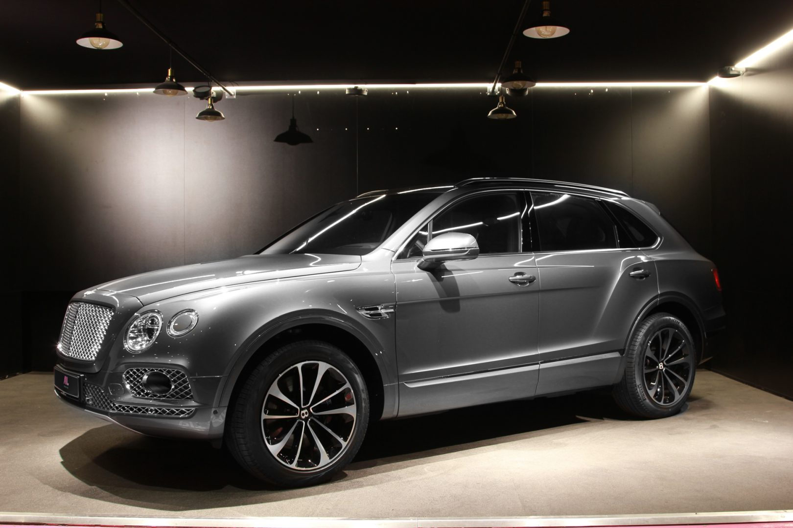AIL Bentley Bentayga W12 Biturbo  6