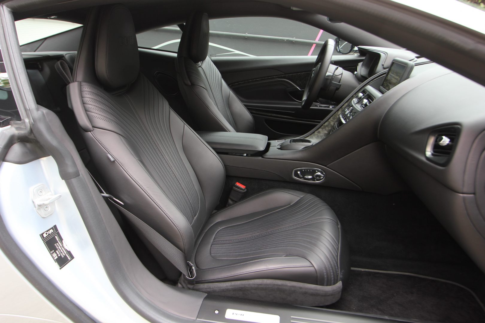 AIL Aston Martin DB11 Coupe 5.2 V12 7