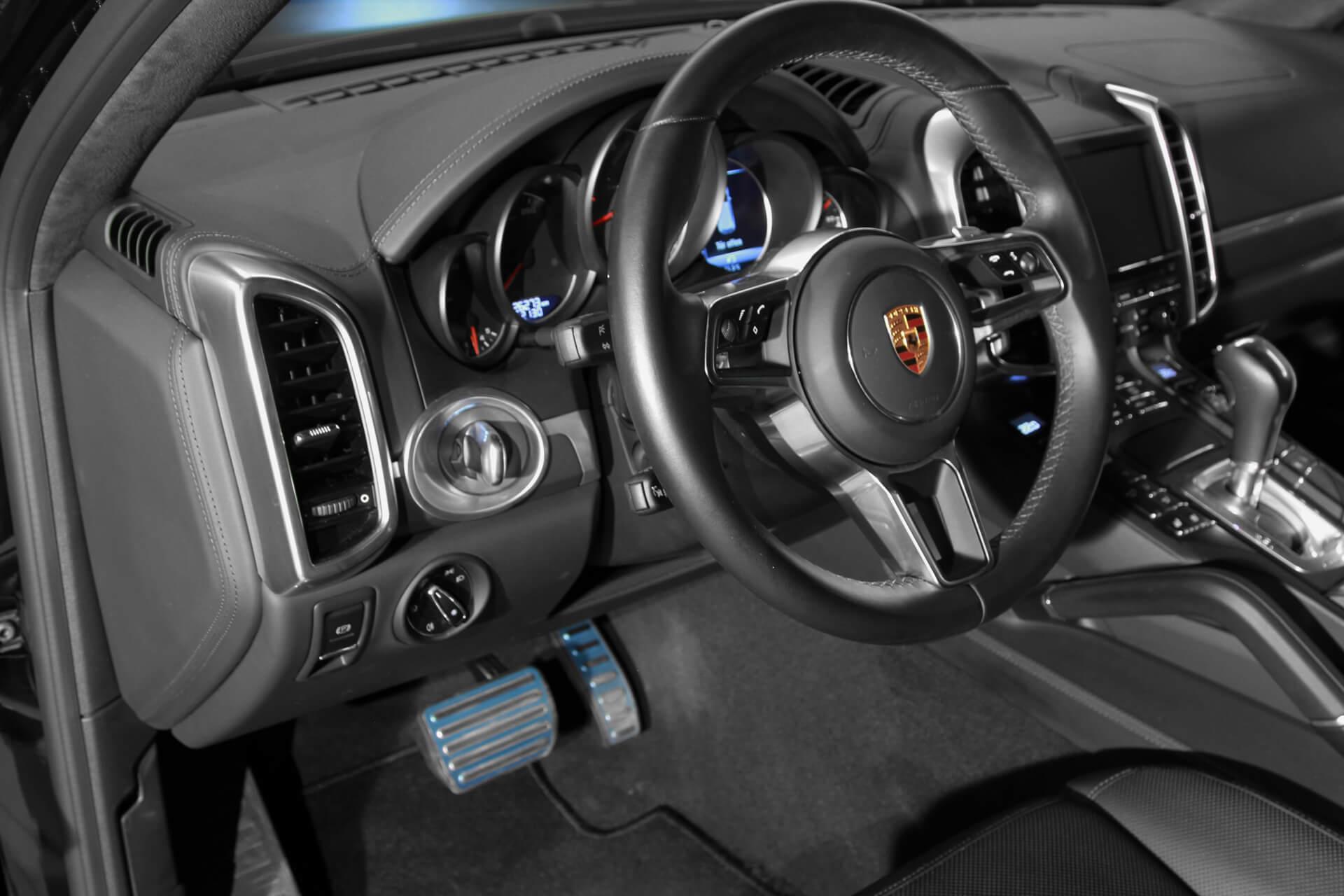 AIL Porsche Cayenne S Burmester High-End Surround 6