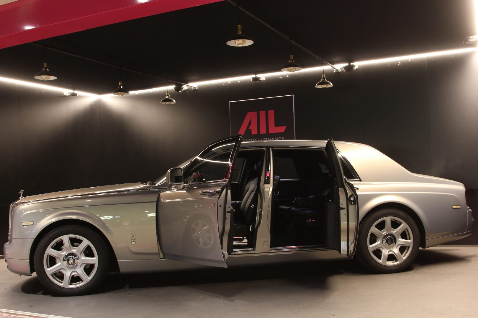 AIL Rolls Royce Phantom Mansory Sternenhimmel  10