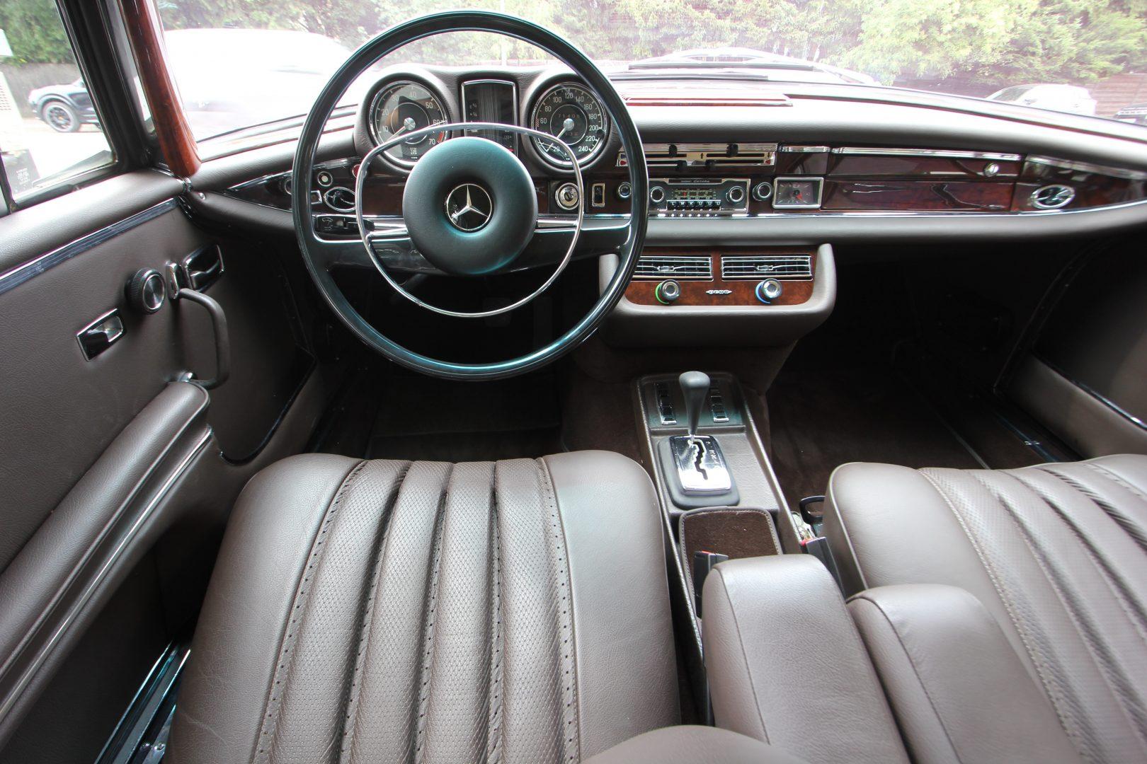 AIL Mercedes-Benz 280SE 3.5  7