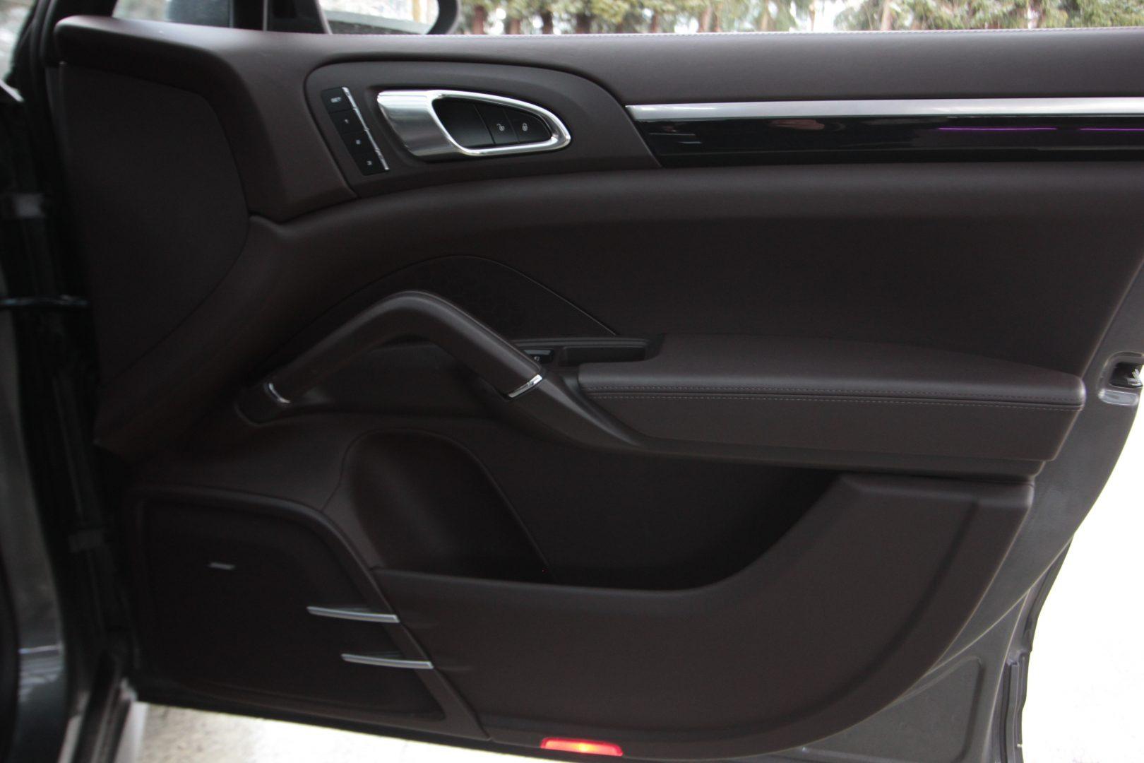AIL Porsche Cayenne GTS Panorama Bose  9