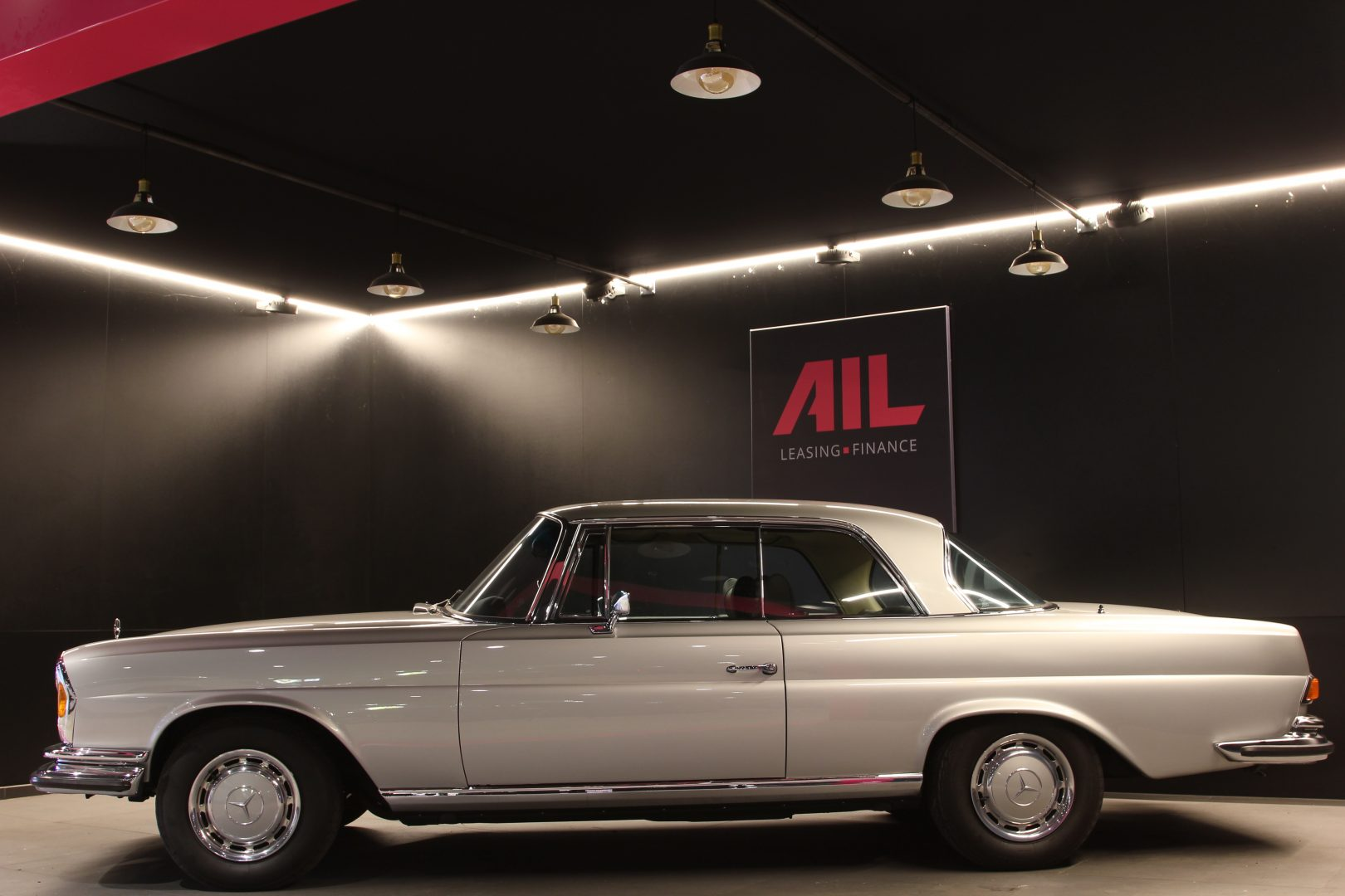 AIL Mercedes-Benz 280SE 3.5  11