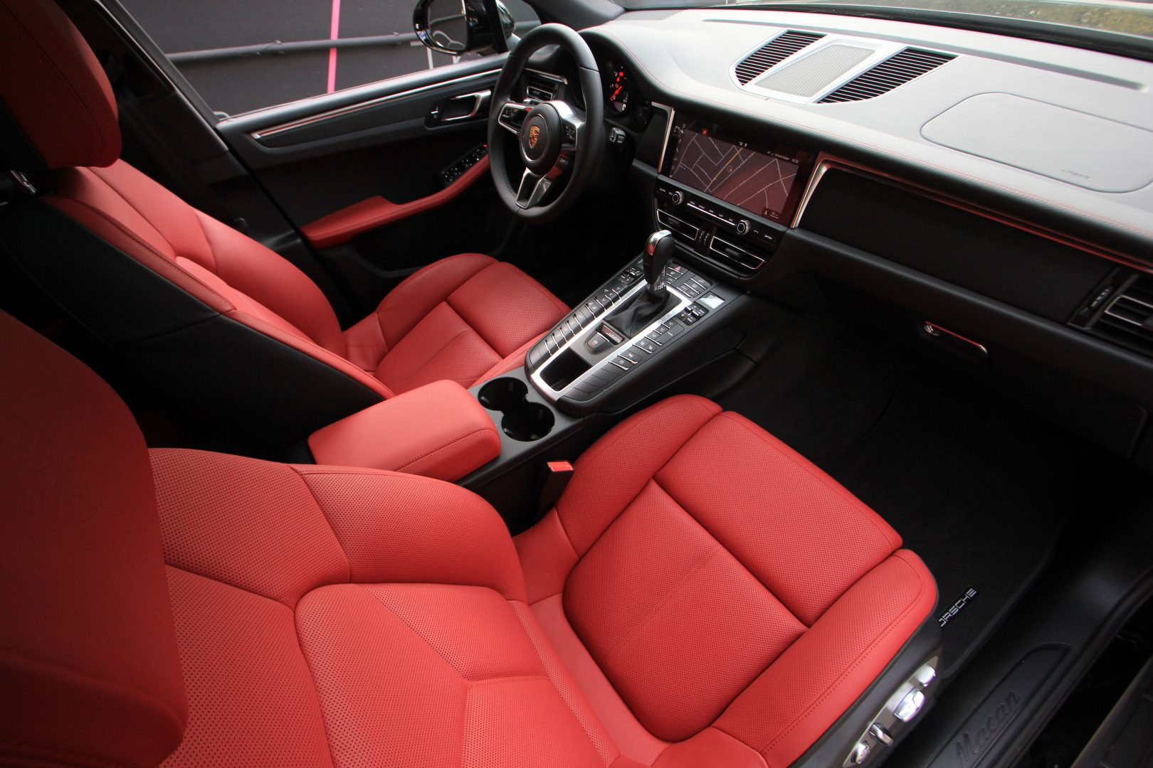 AIL Porsche Macan Sport Design Paket Panorama 1