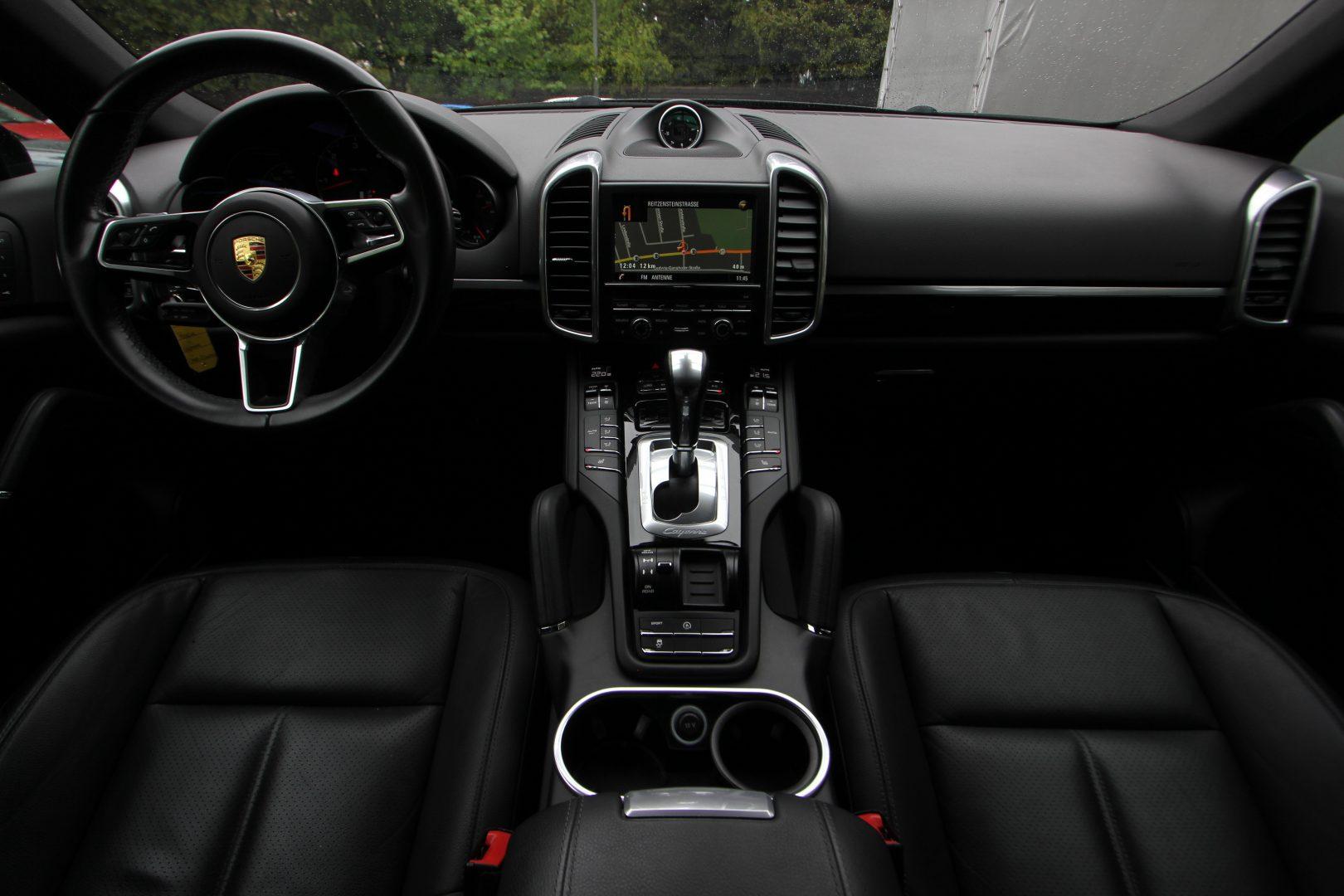 AIL Porsche Cayenne Panorama 21 Zoll  8