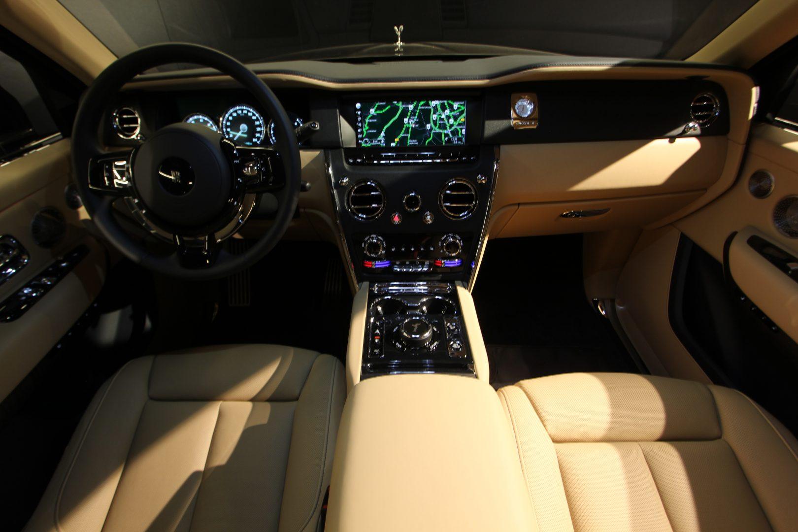 AIL Rolls Royce Cullinan V12 8