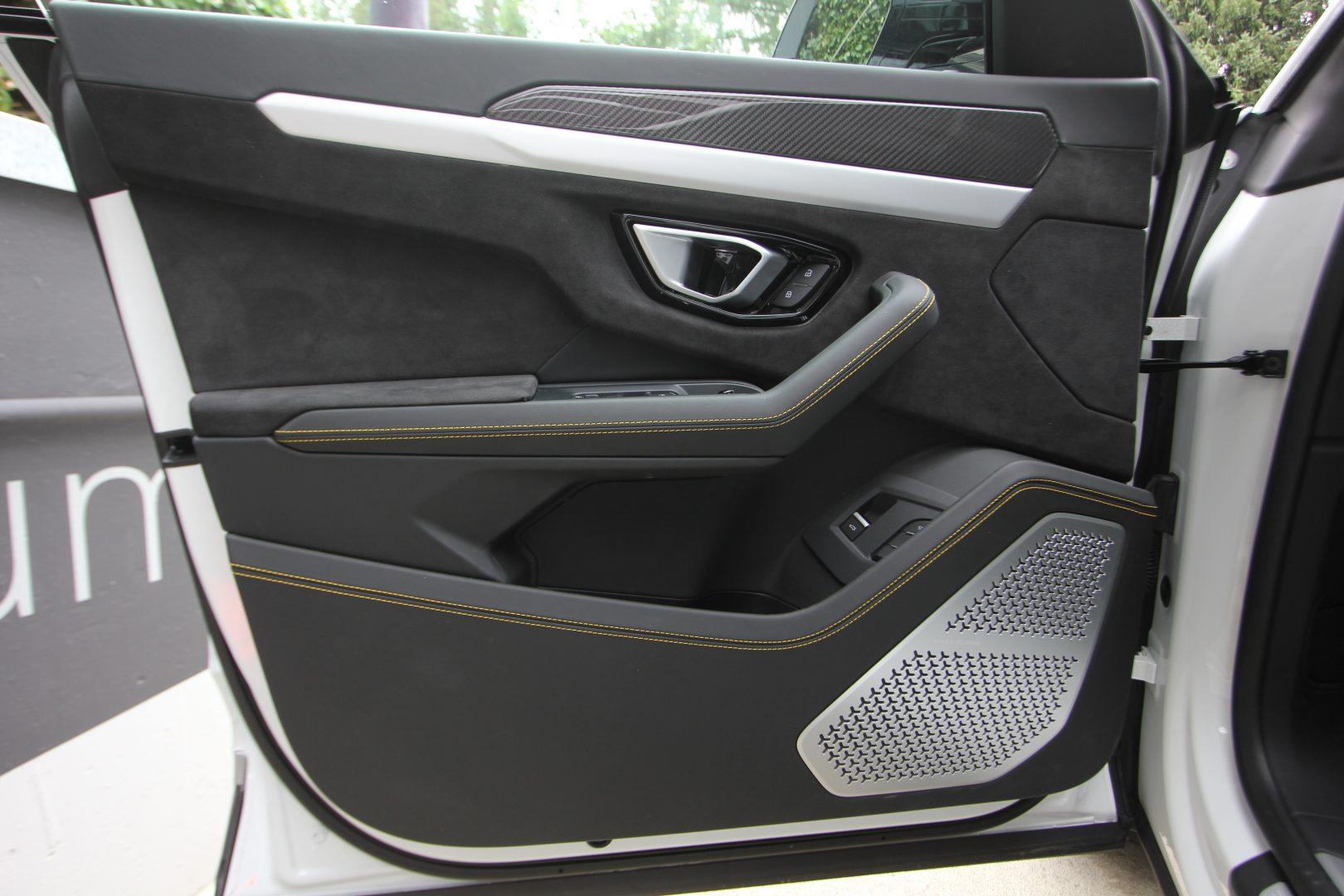 AIL Lamborghini Urus 8