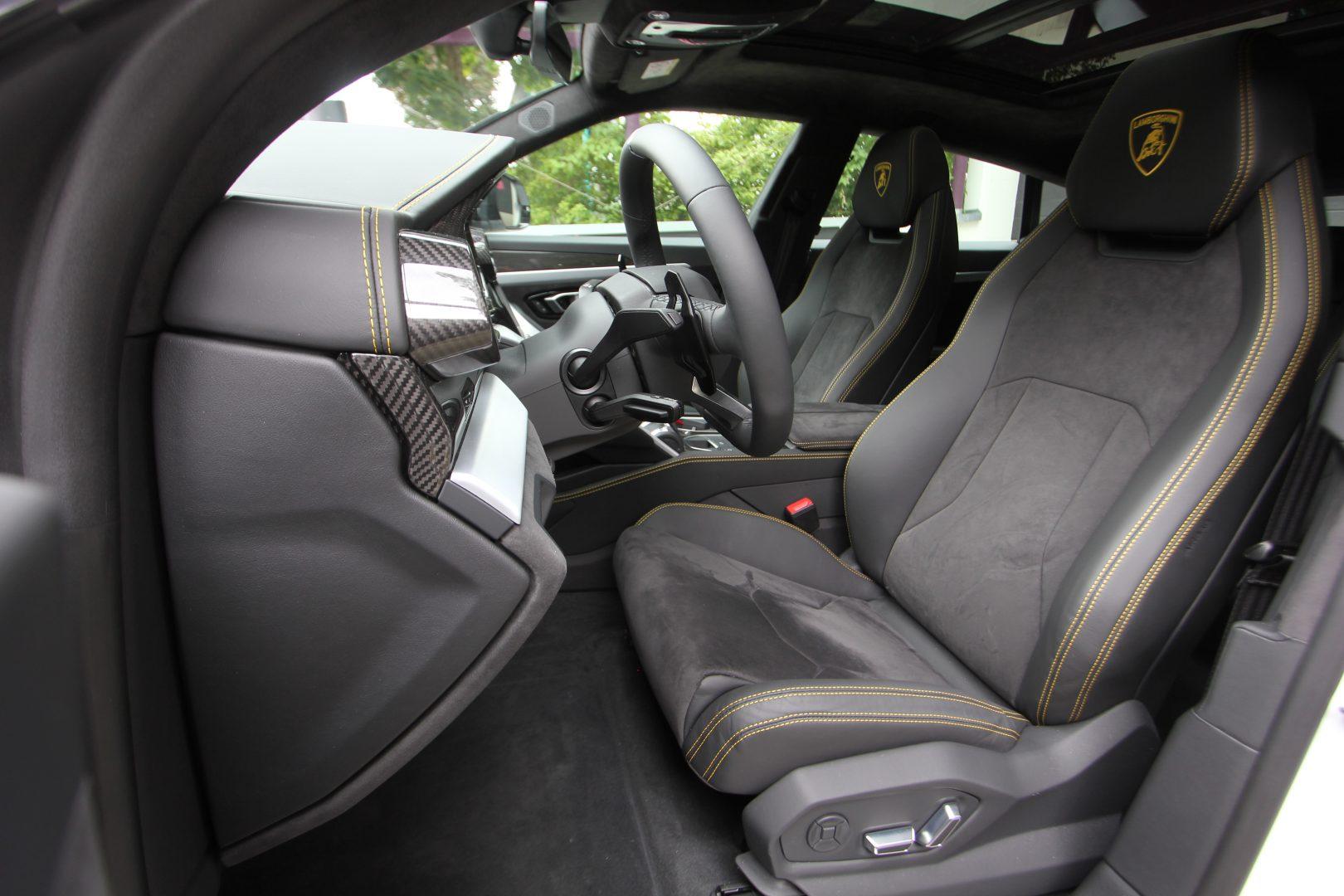 AIL Lamborghini Urus 1