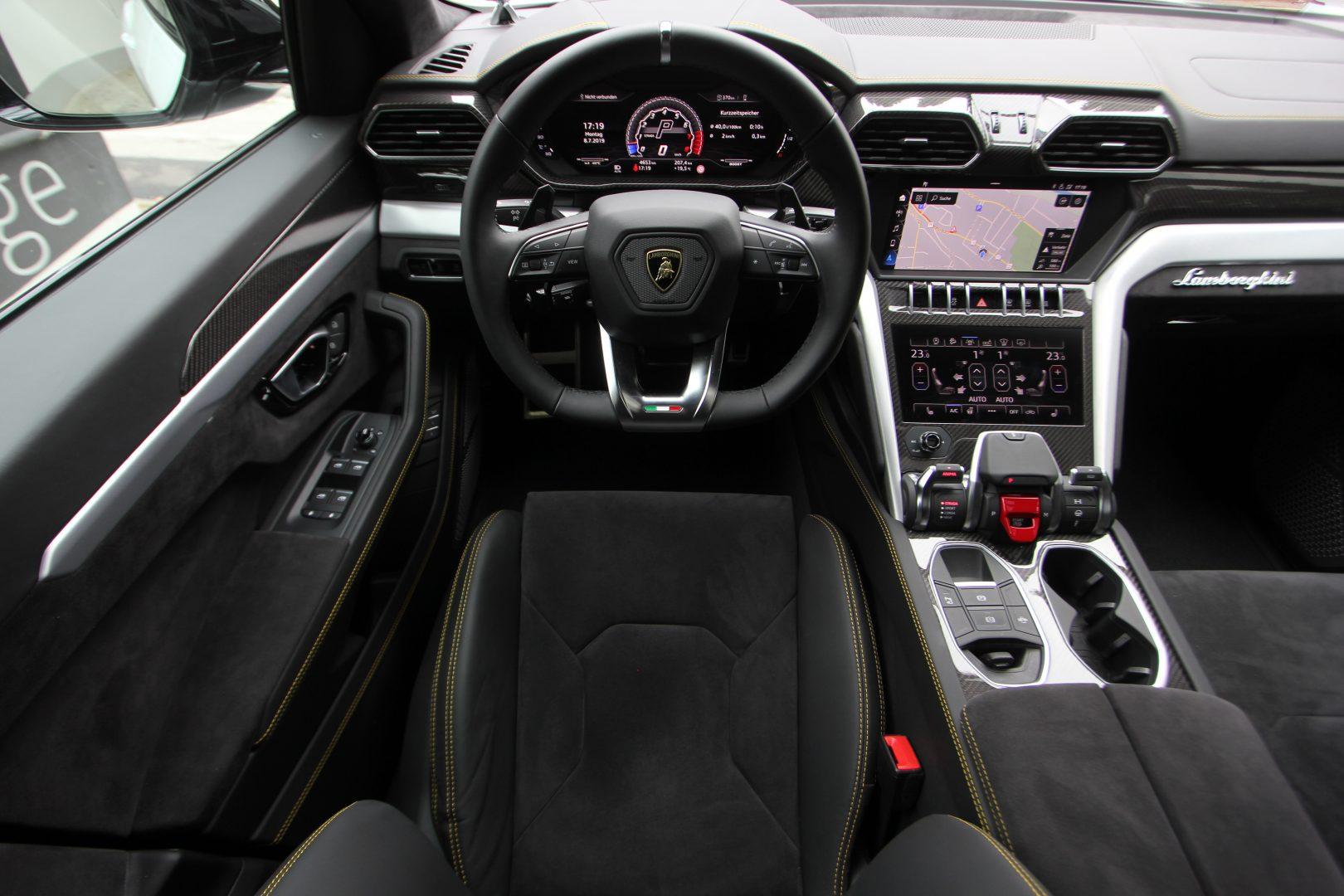 AIL Lamborghini Urus 2