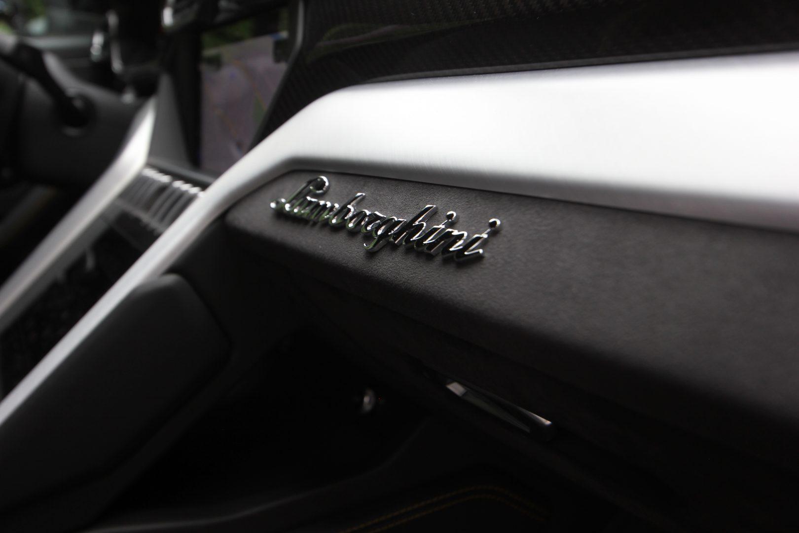 AIL Lamborghini Urus 10