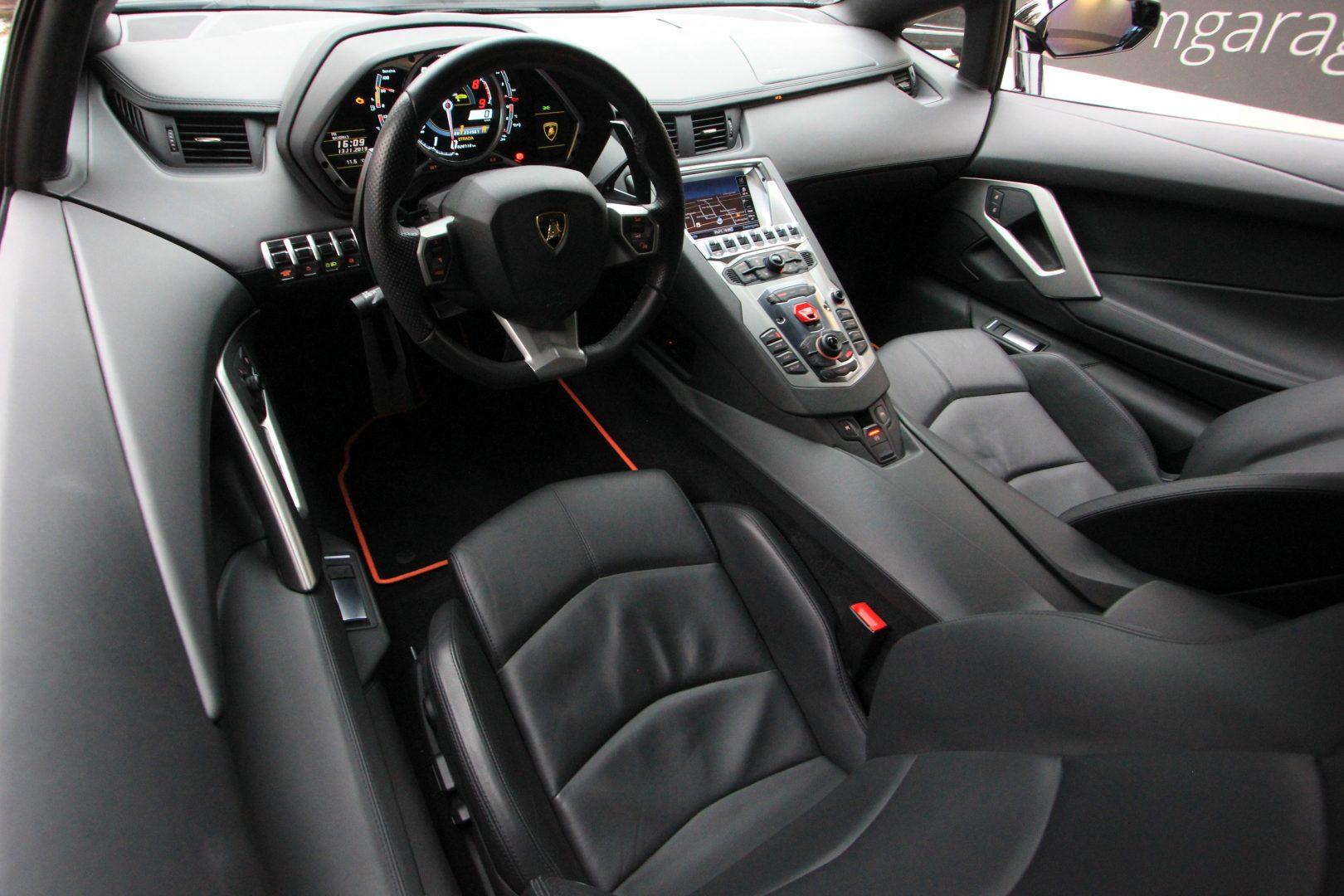 AIL Lamborghini Aventador LP 700-4 2