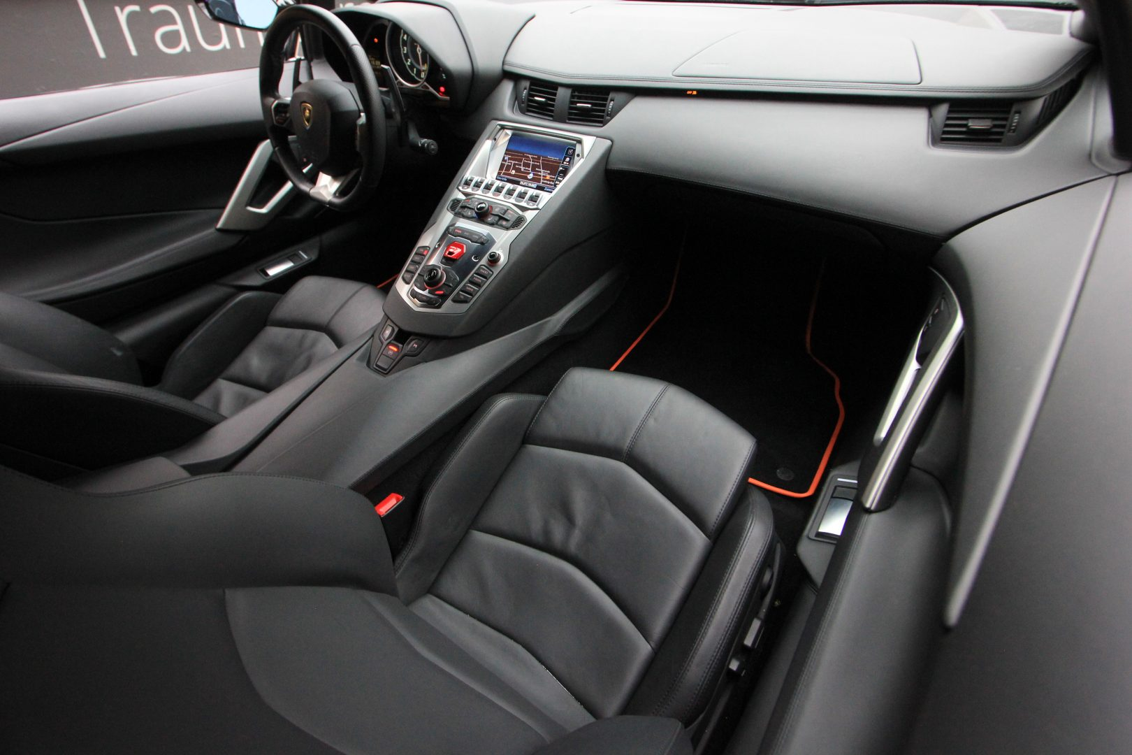 AIL Lamborghini Aventador LP 700-4 11