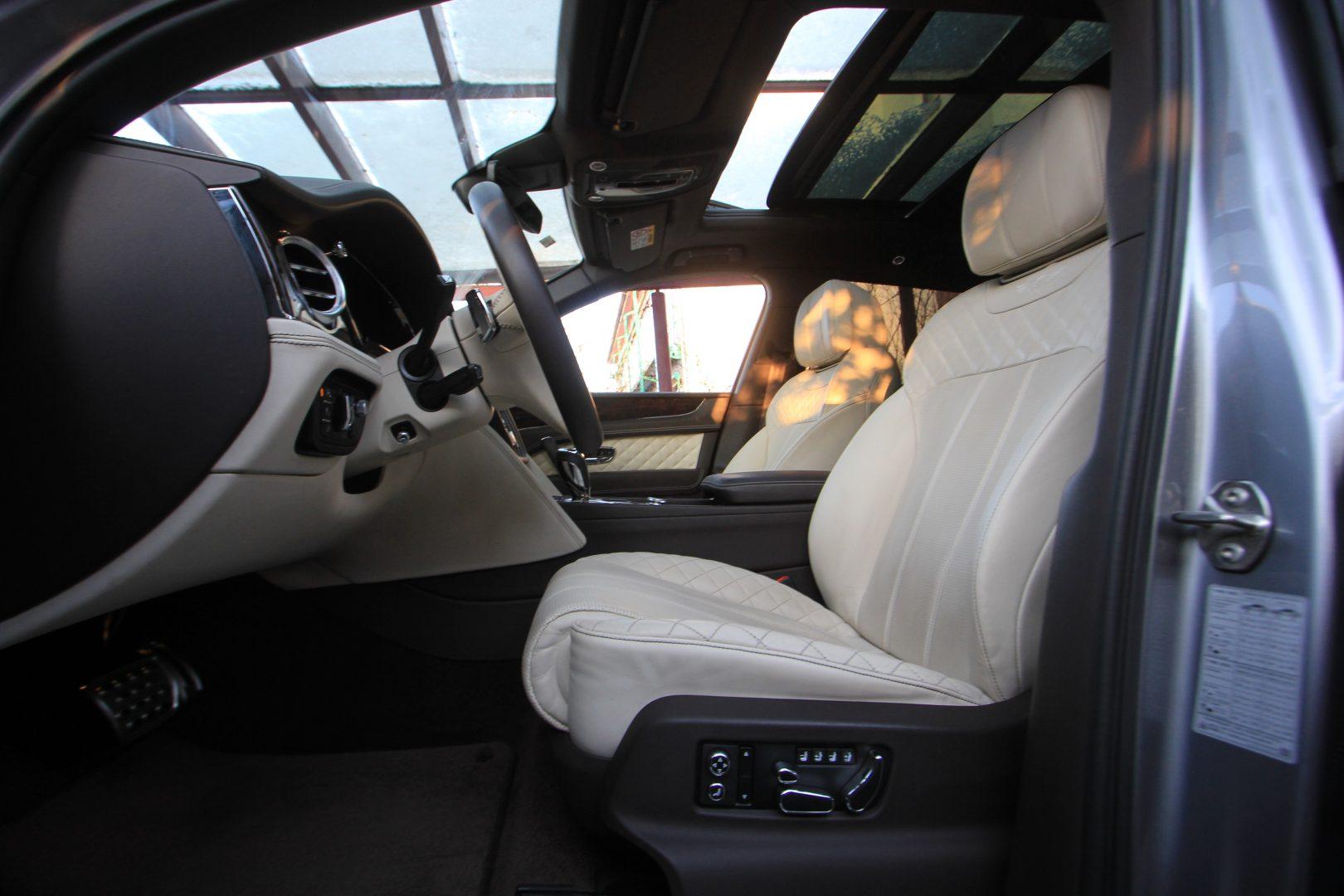 AIL Bentley Bentayga W 12 11
