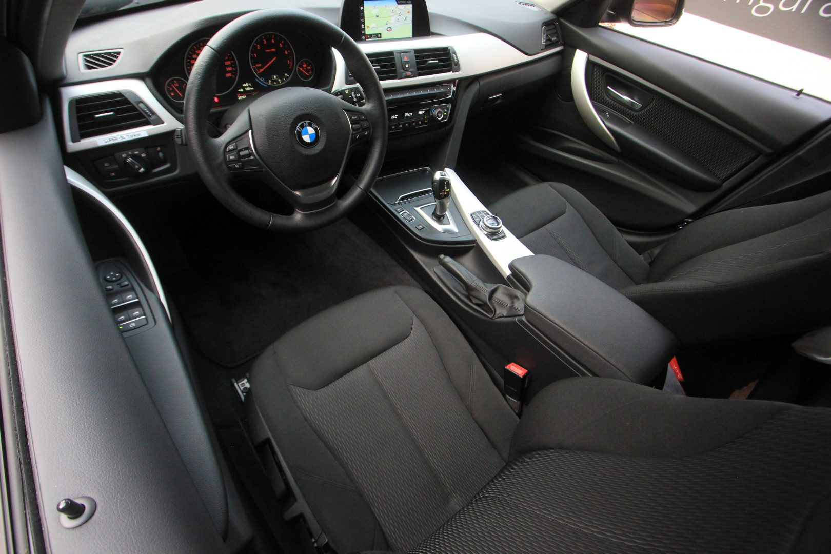 AIL BMW 320i xDrive Advantage 13