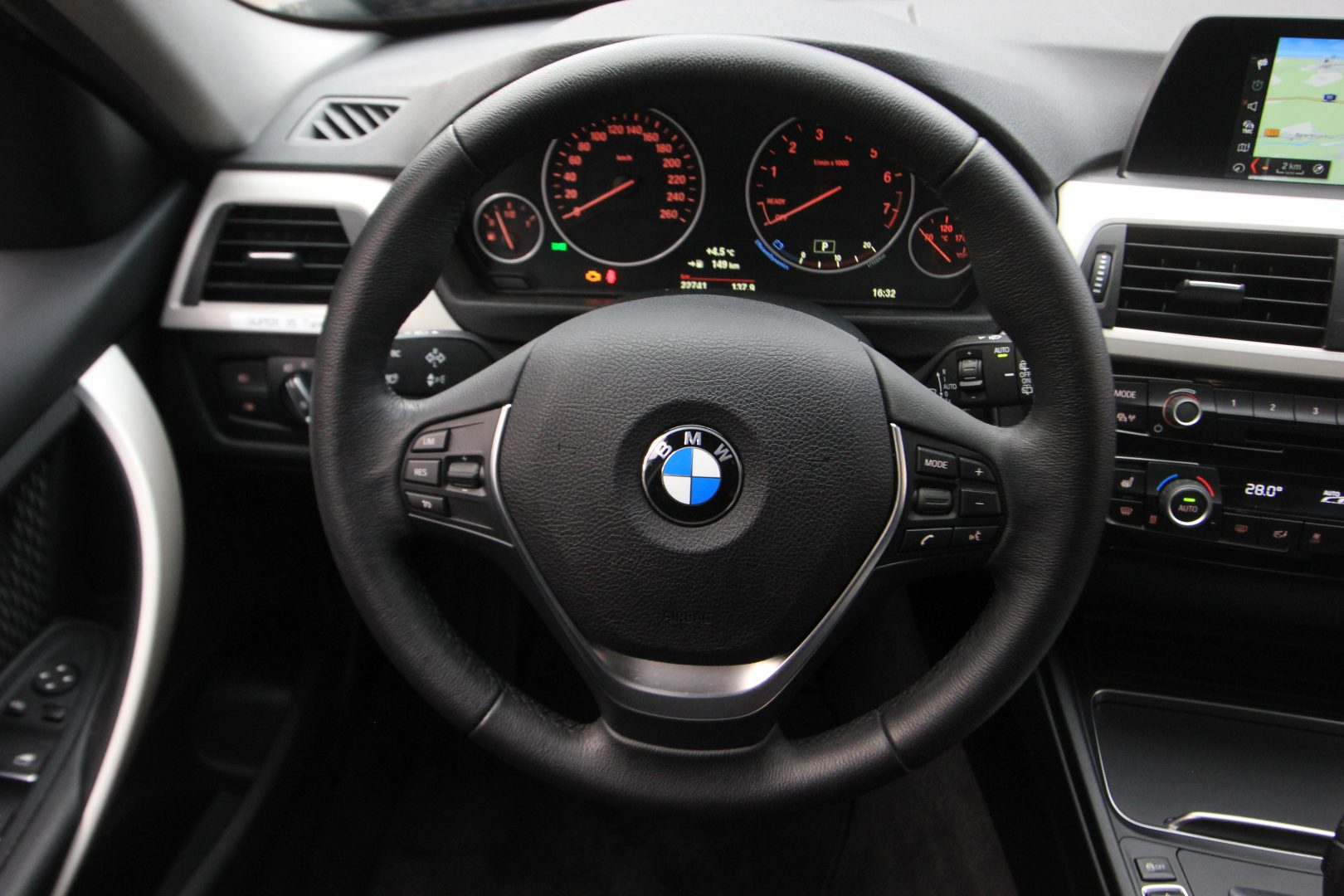 AIL BMW 320i xDrive Advantage 3