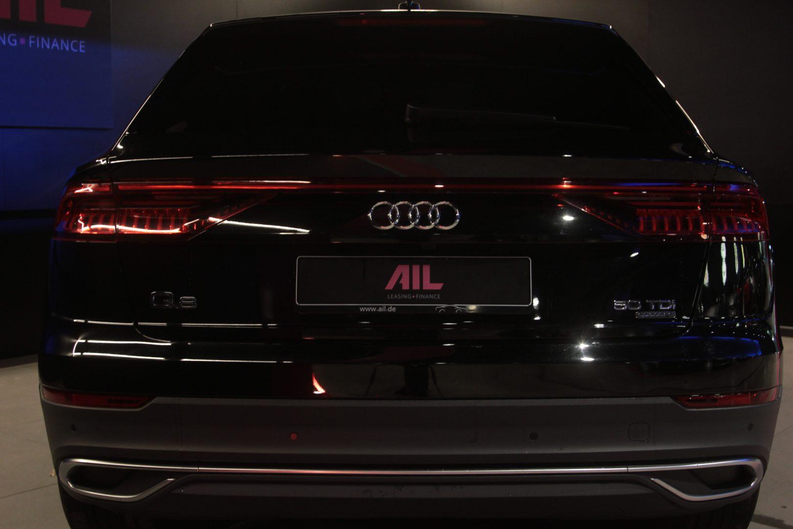 AIL Audi Q8 50TDI  S-Line  Panorama  12