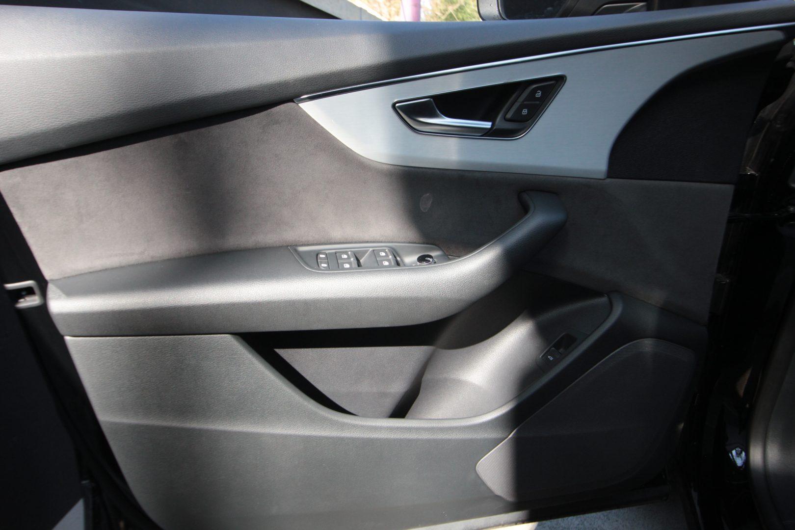 AIL Audi Q8 50TDI  S-Line  Panorama  11