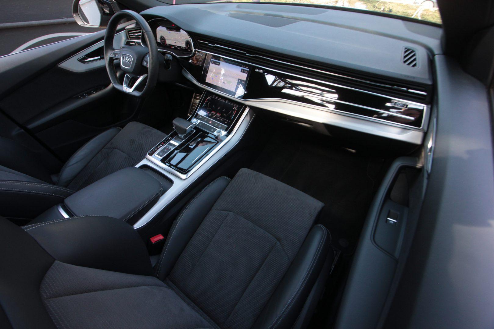 AIL Audi Q8 50TDI  S-Line  Panorama  3