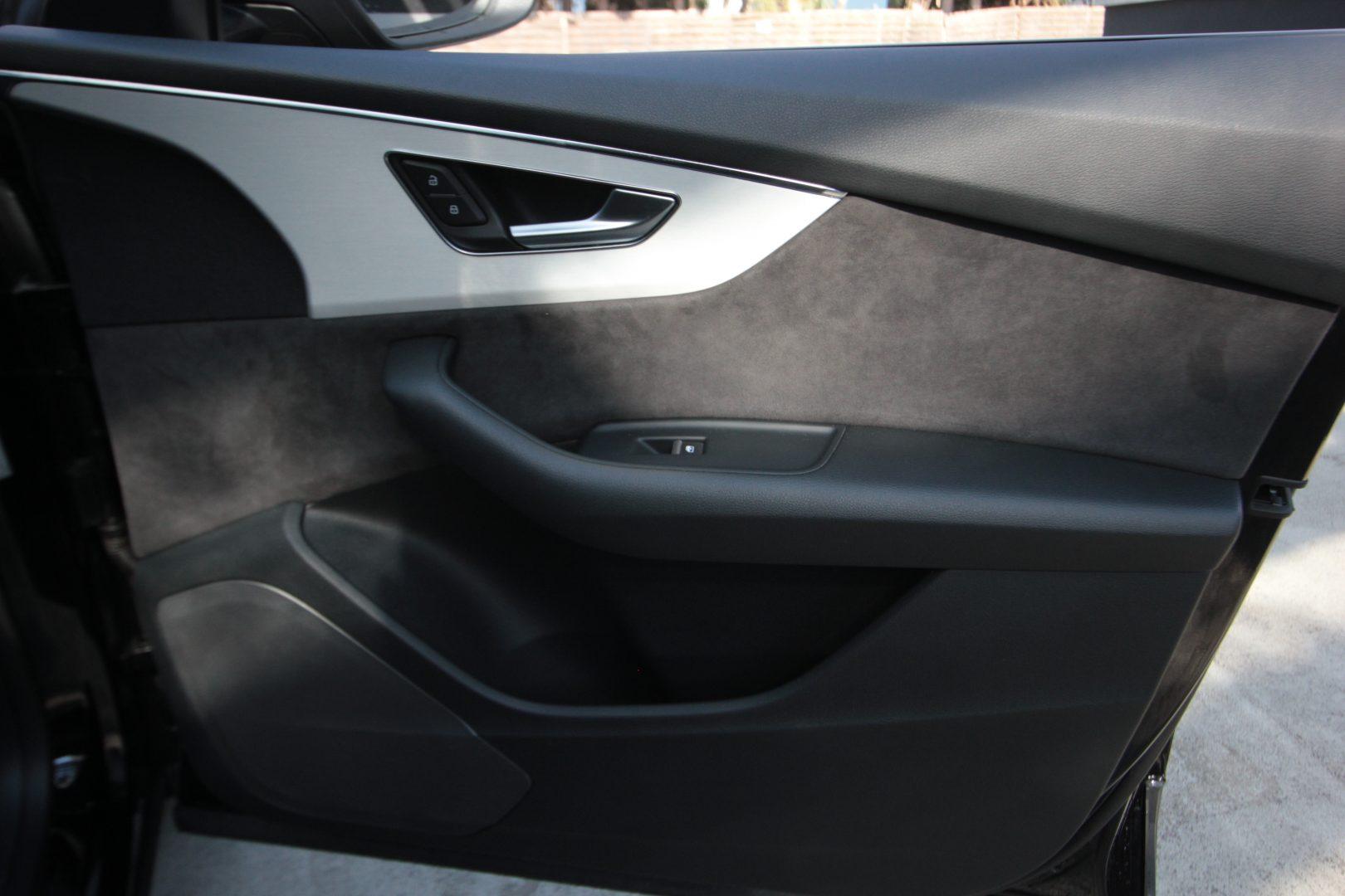 AIL Audi Q8 50TDI  S-Line  Panorama  14