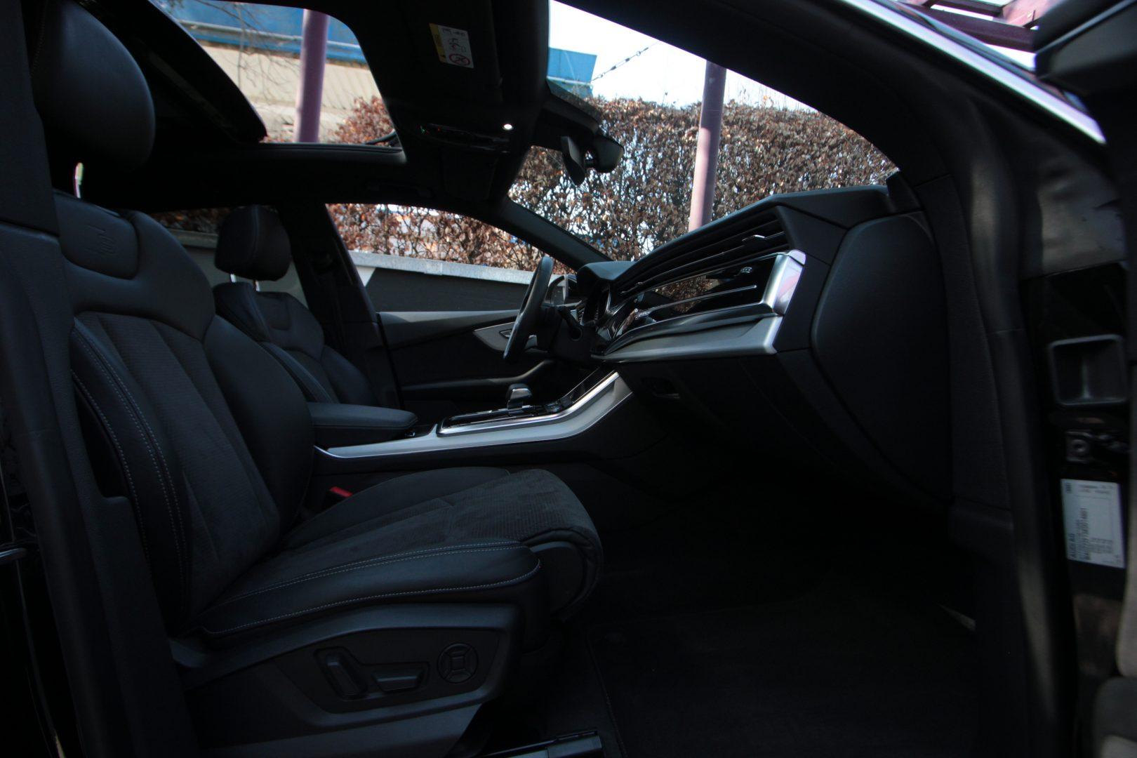 AIL Audi Q8 50TDI  S-Line  Panorama  1