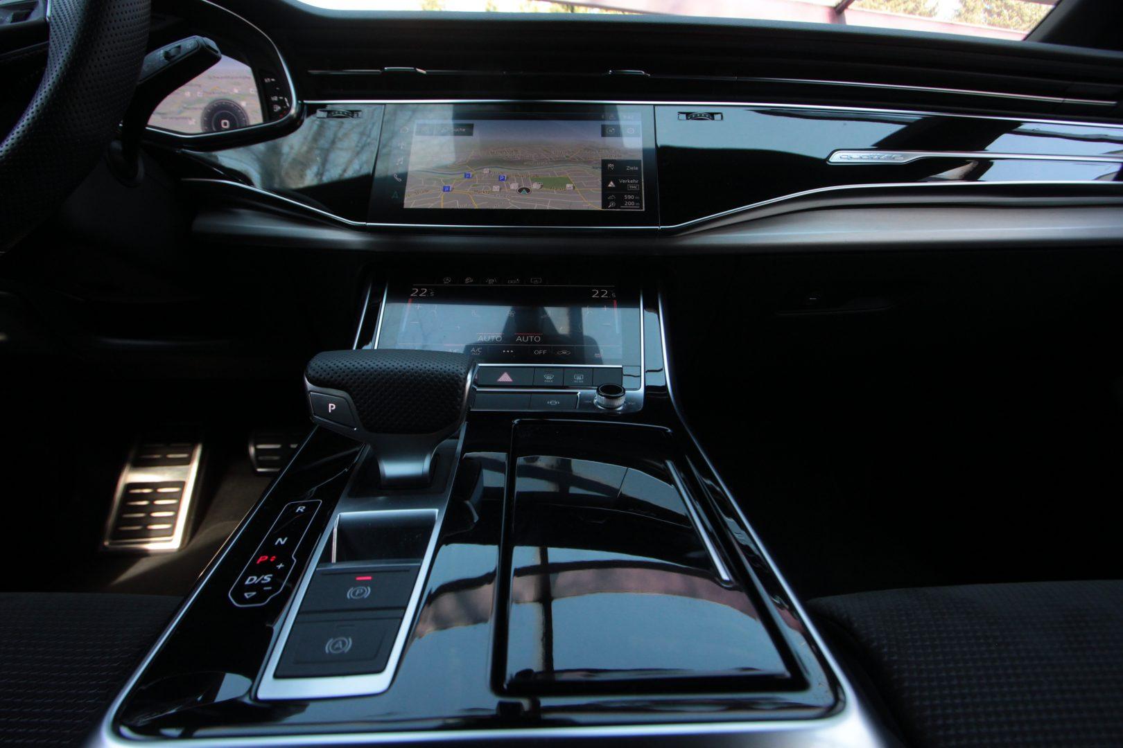 AIL Audi Q8 50TDI  S-Line  Panorama  16