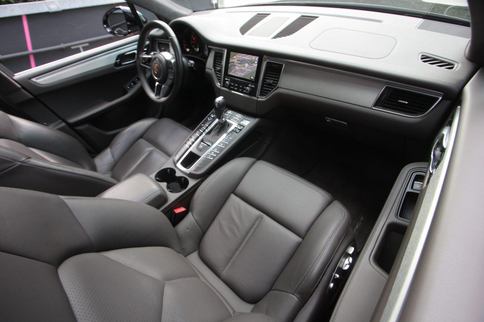 AIL Porsche Macan Turbo 8
