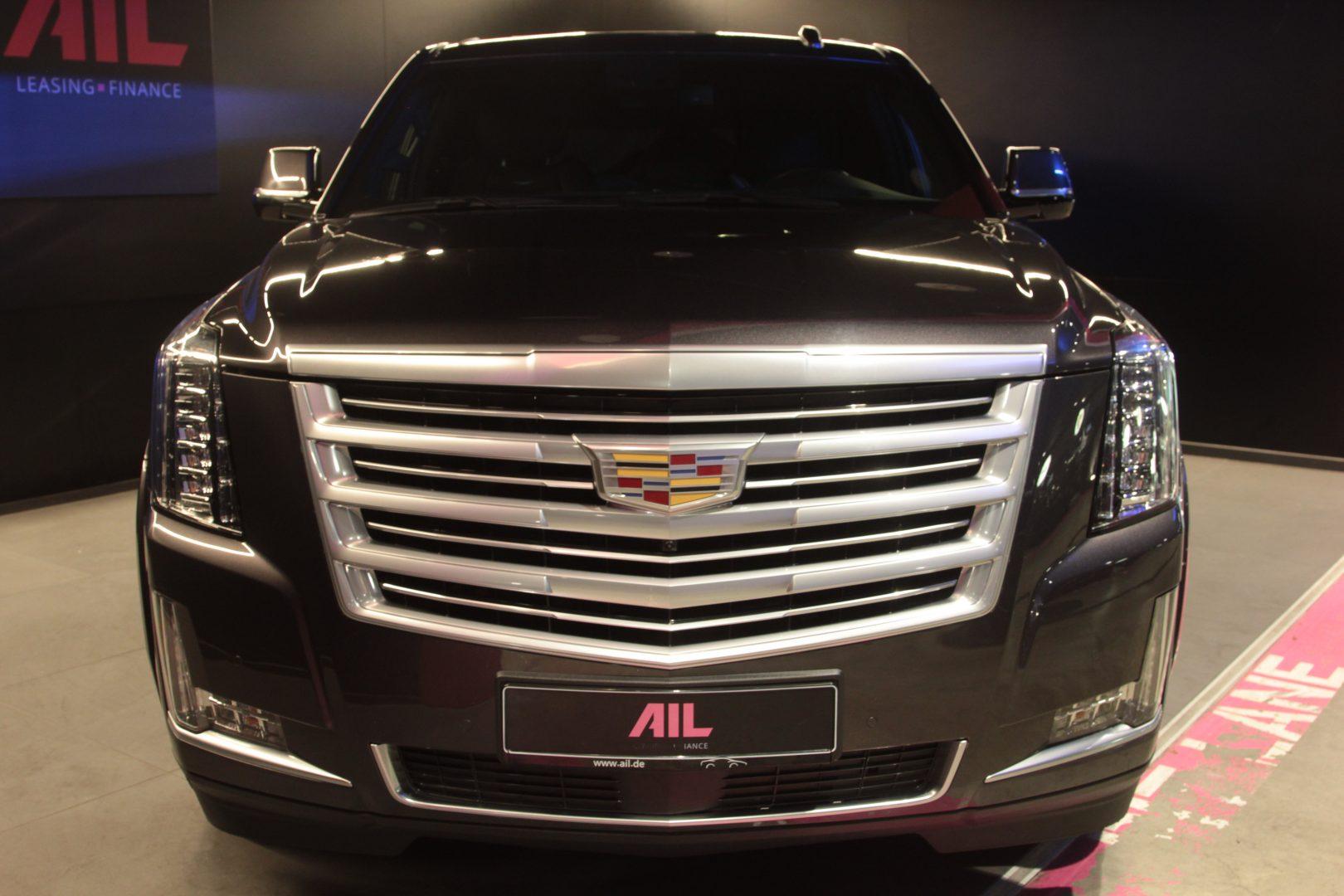 AIL Cadillac Escalade ESV Platinum 6.2 V8 AWD 2