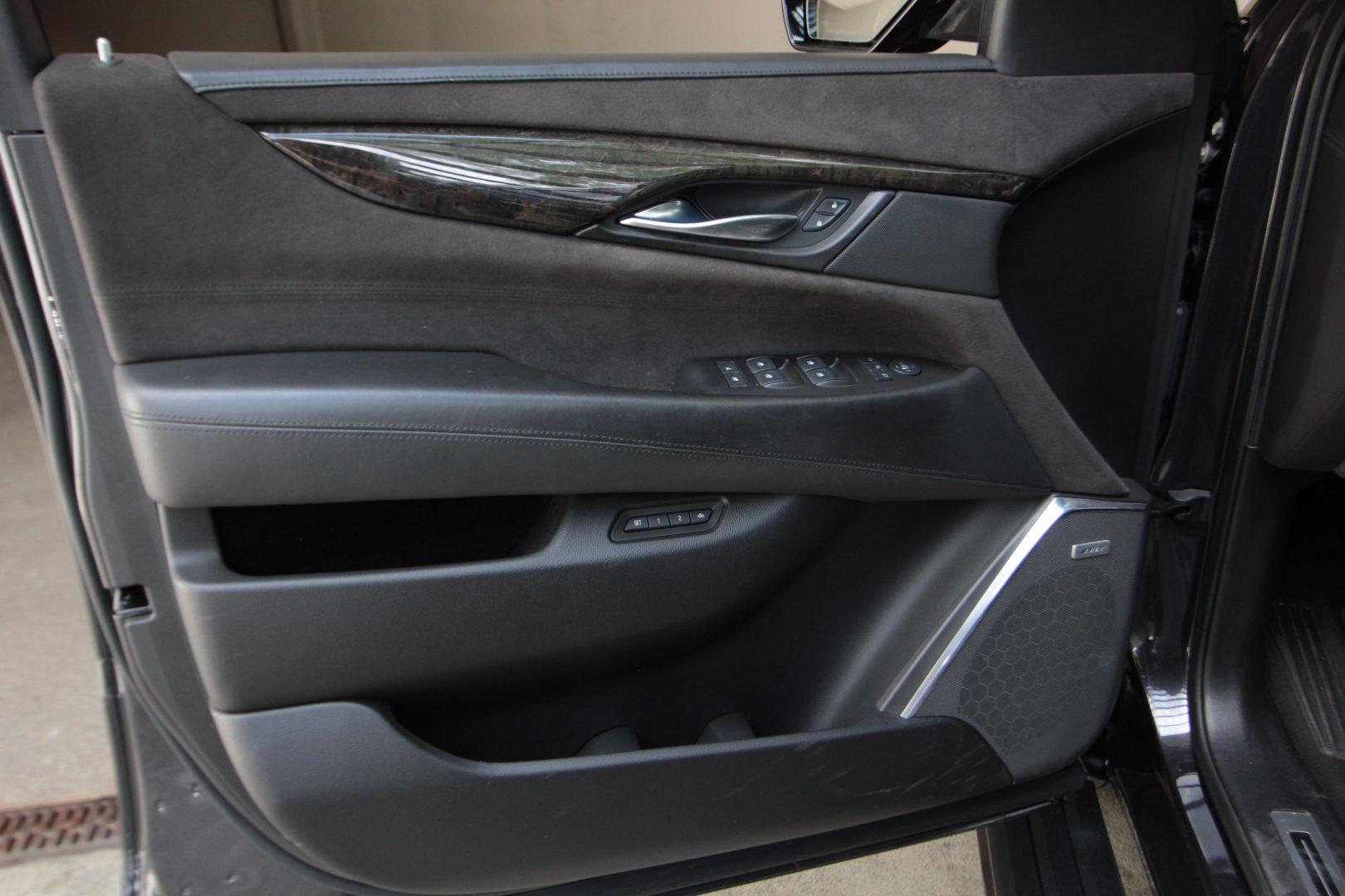 AIL Cadillac Escalade ESV Platinum 6.2 V8 AWD 6