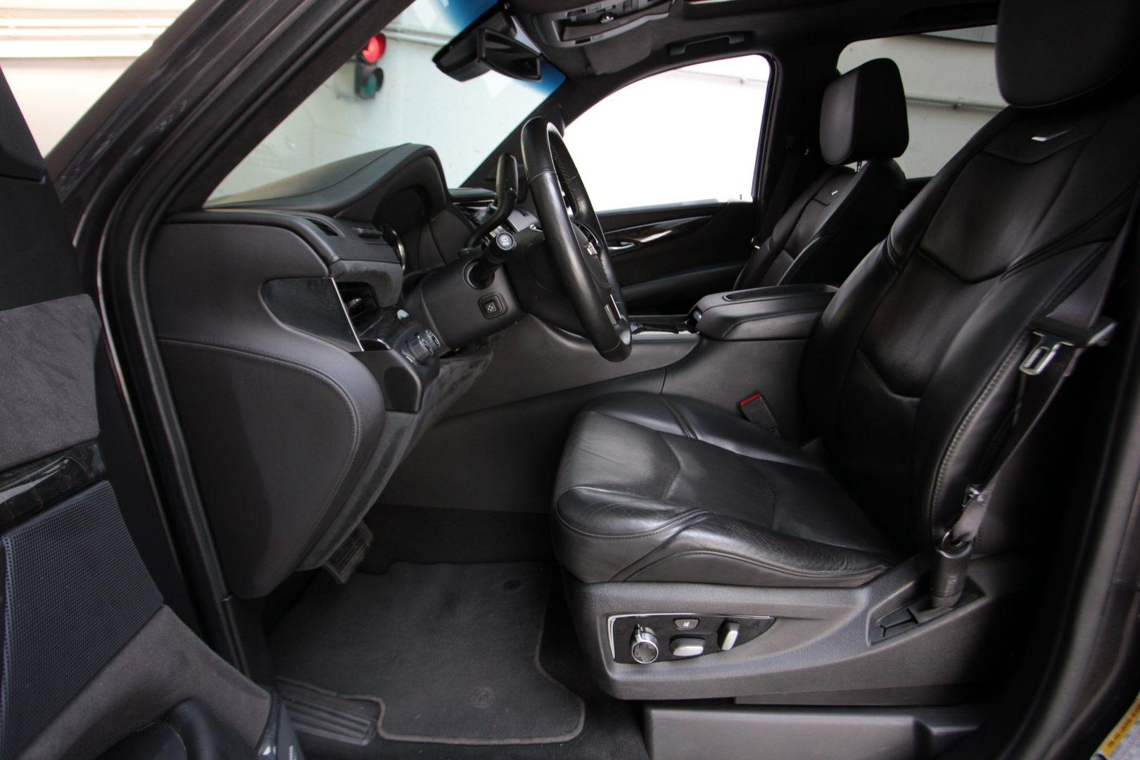 AIL Cadillac Escalade ESV Platinum 6.2 V8 AWD 5