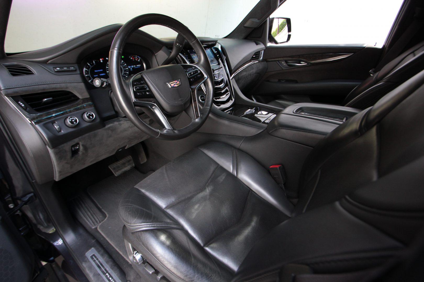 AIL Cadillac Escalade ESV Platinum 6.2 V8 AWD 3