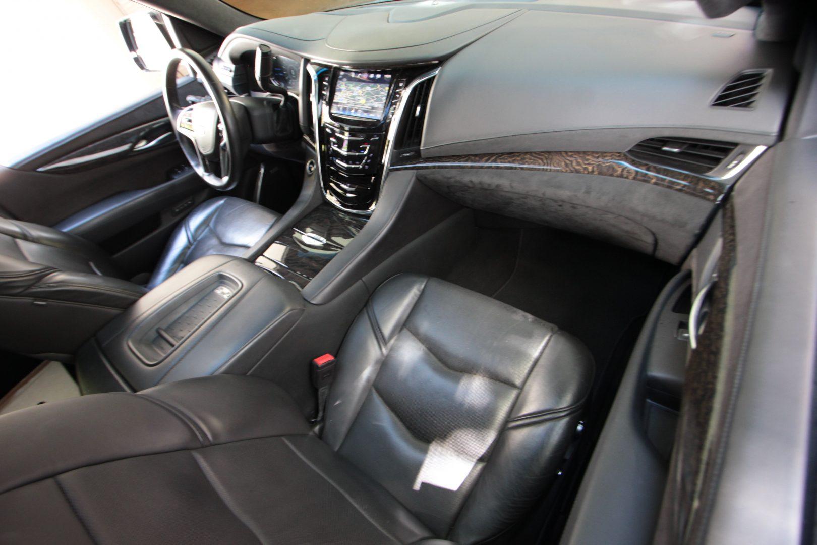 AIL Cadillac Escalade ESV Platinum 6.2 V8 AWD 1