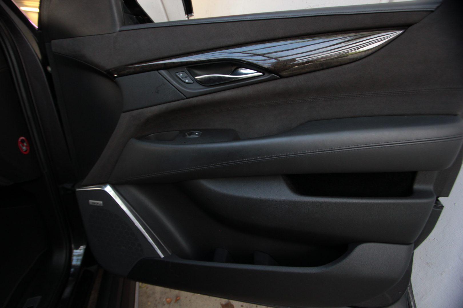 AIL Cadillac Escalade ESV Platinum 6.2 V8 AWD 12