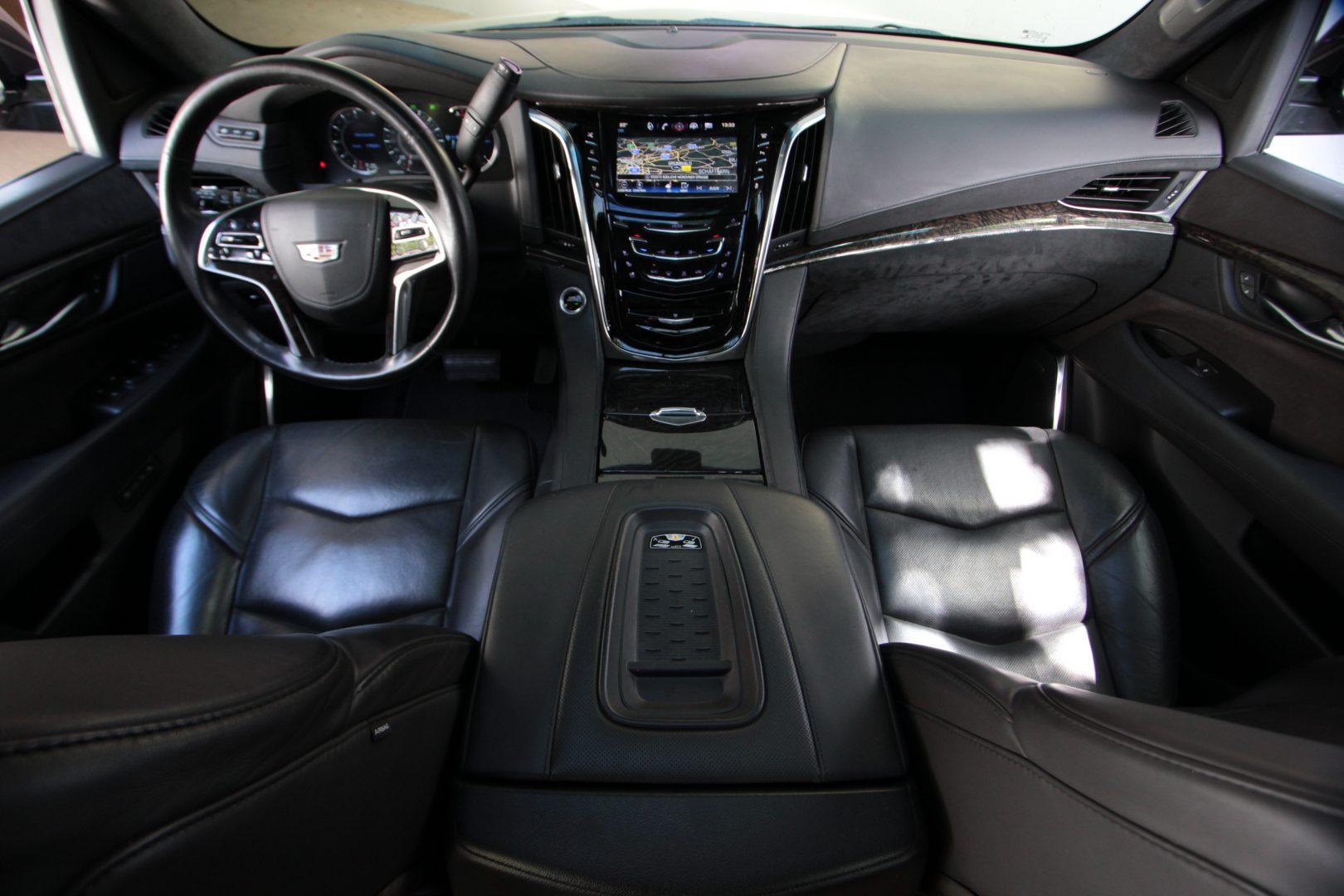 AIL Cadillac Escalade ESV Platinum 6.2 V8 AWD 9