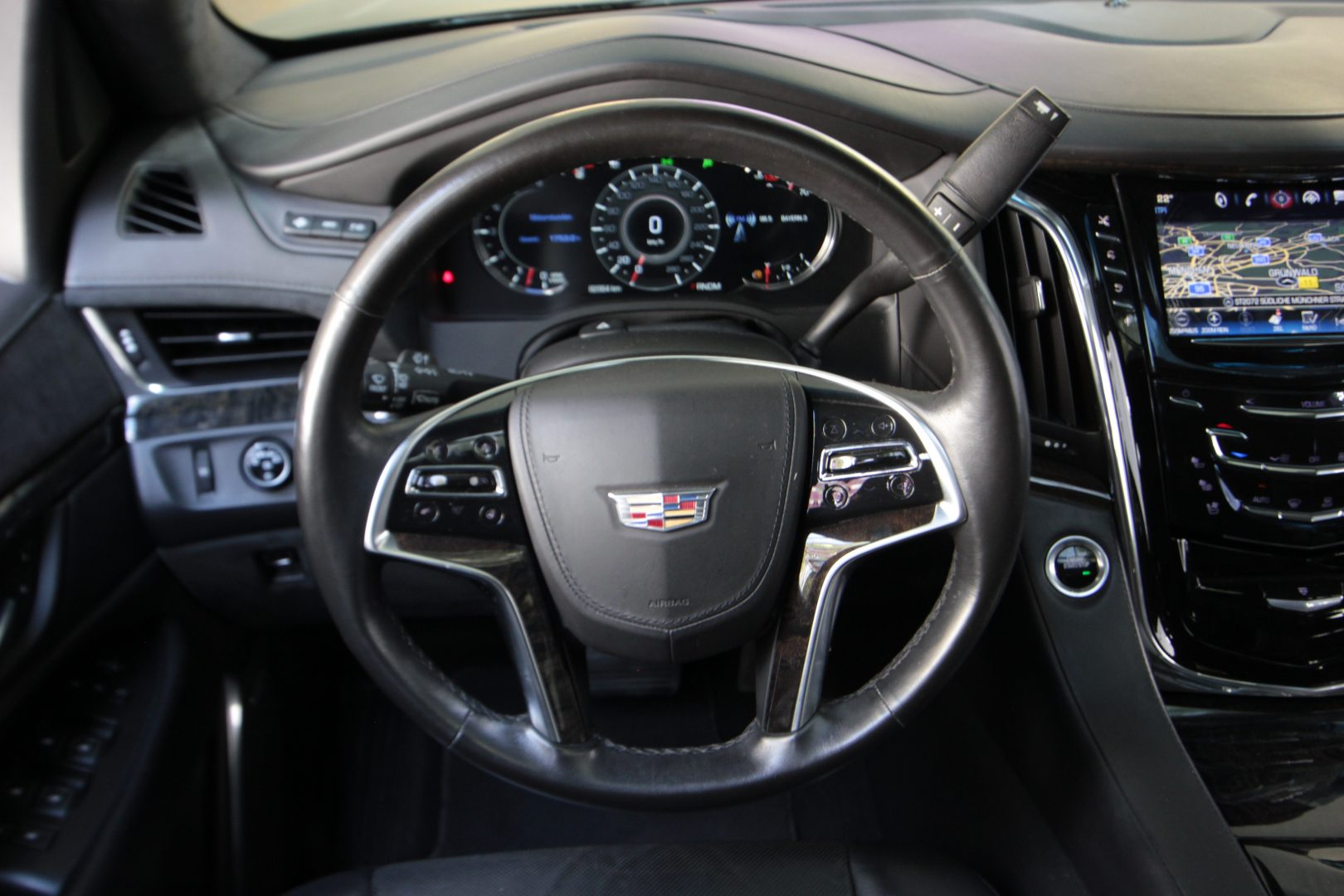 AIL Cadillac Escalade ESV Platinum 6.2 V8 AWD 7