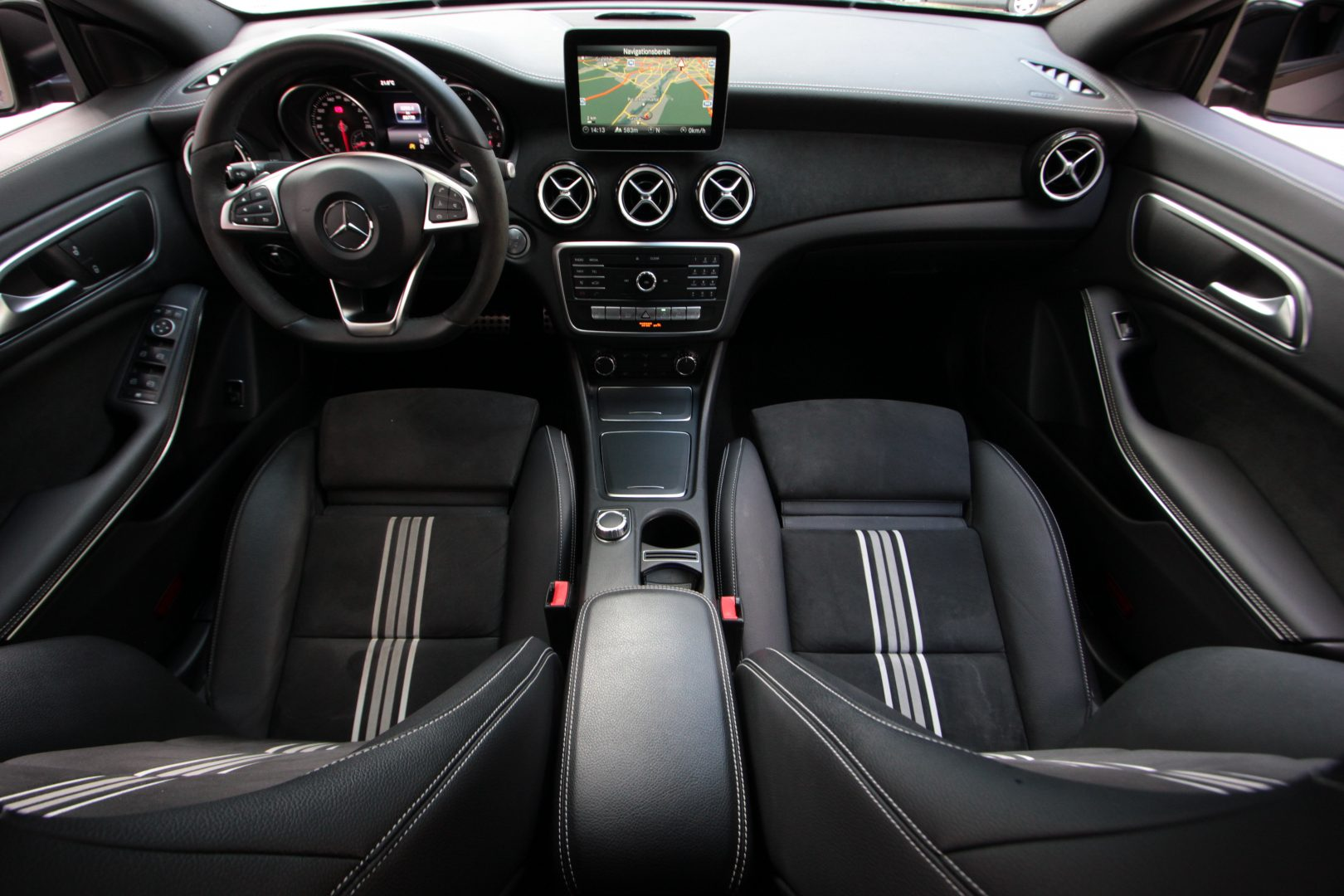 AIL Mercedes-Benz  CLA 200 d PEAK Edition 1