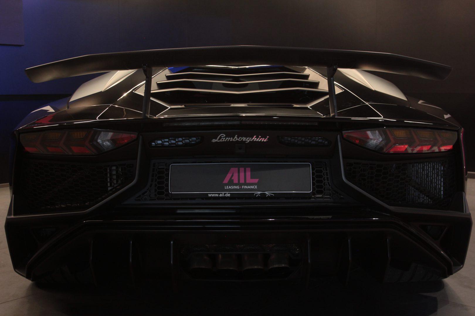 AIL Lamborghini Aventador LP750-4 SV Superveloce  3