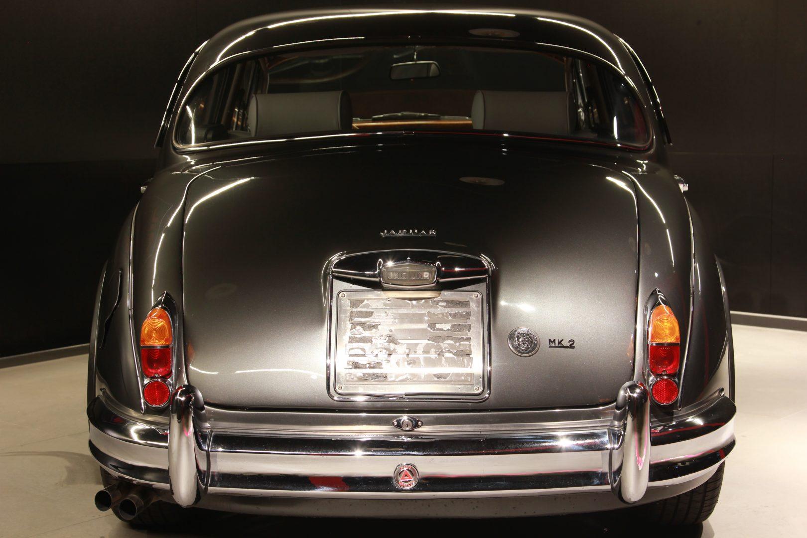 AIL Jaguar MK II 9